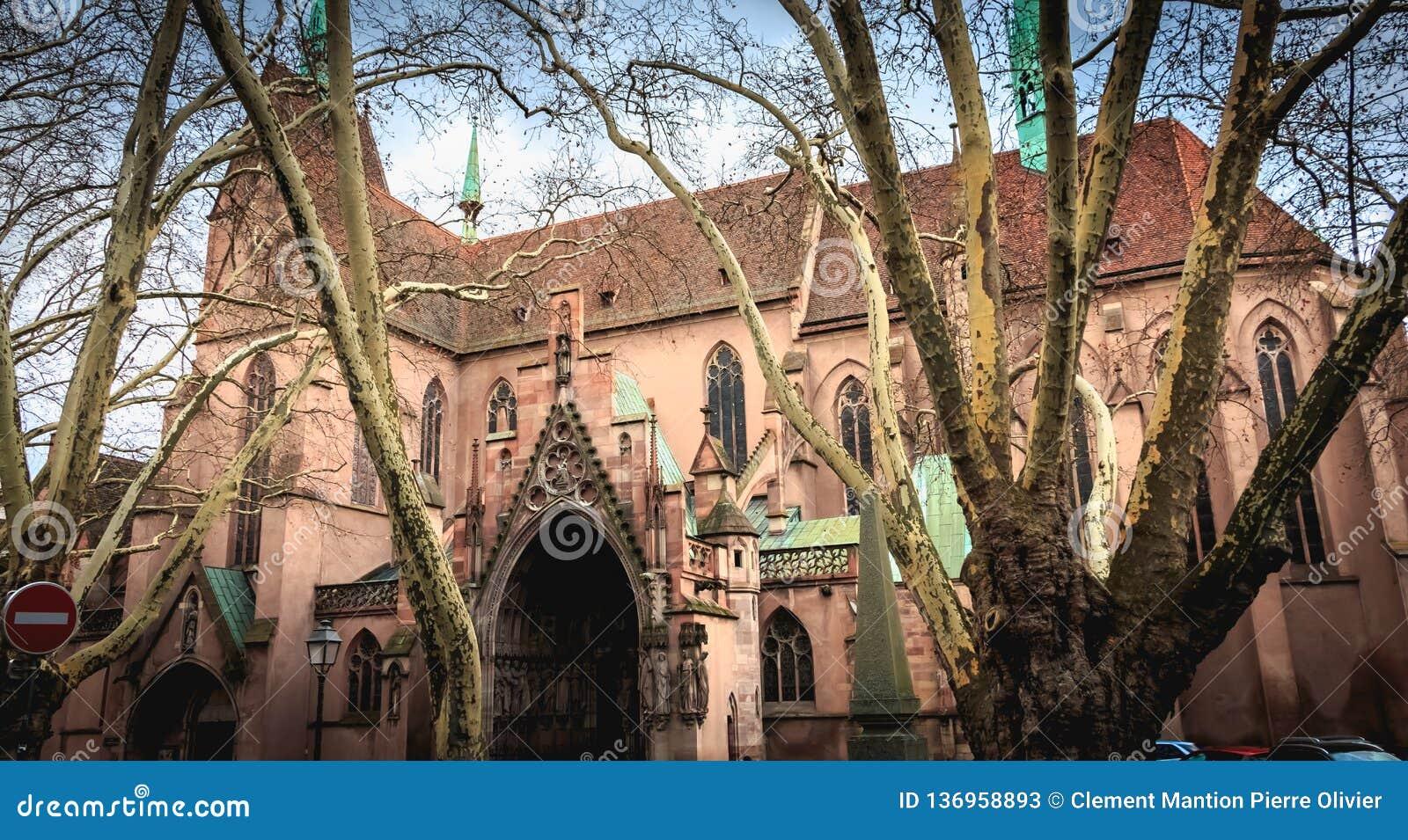 Arkitektonisk detalj av protestantkyrkan av St Peter det mer ung i Strasbourg