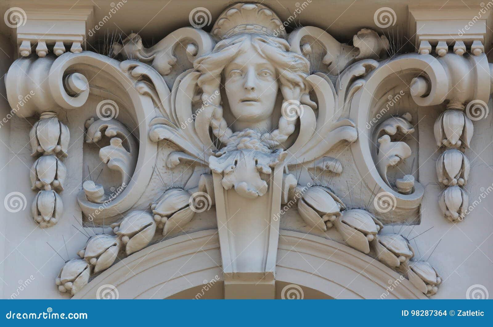 Arkitektonisk detalj på fasaden av en gammal byggnad, Zagreb, Kroatien