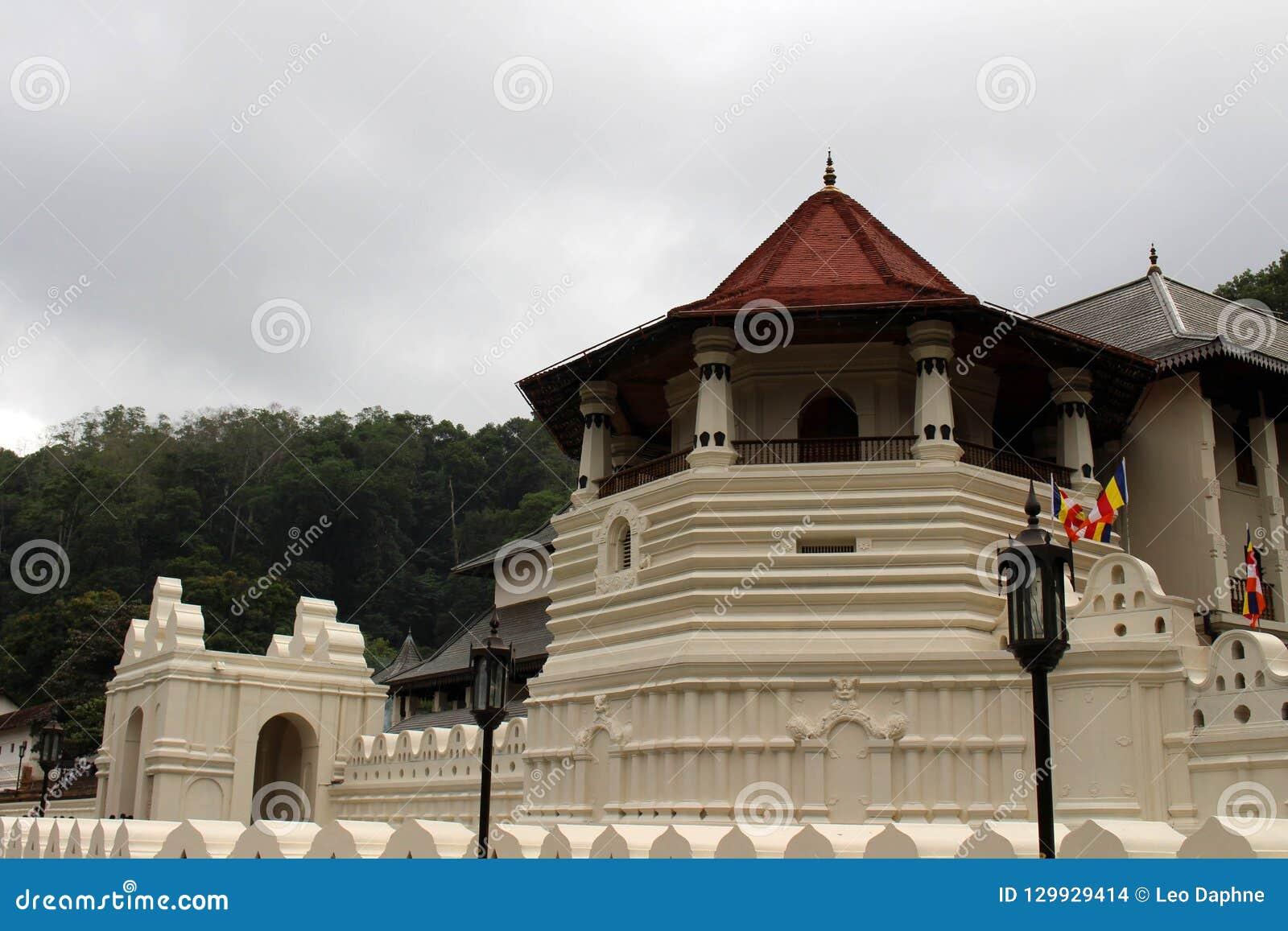 Arkitekturen av templet av den sakrala tanden i Kandy