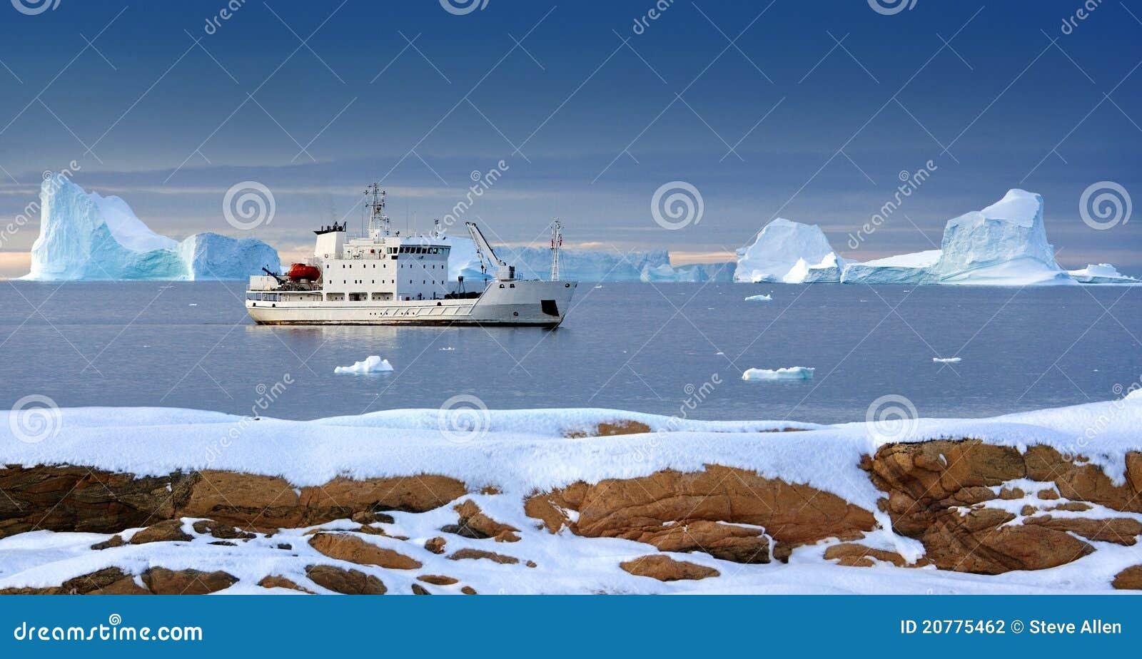 Arktyczny icebreaker wysp Svalbard turysta