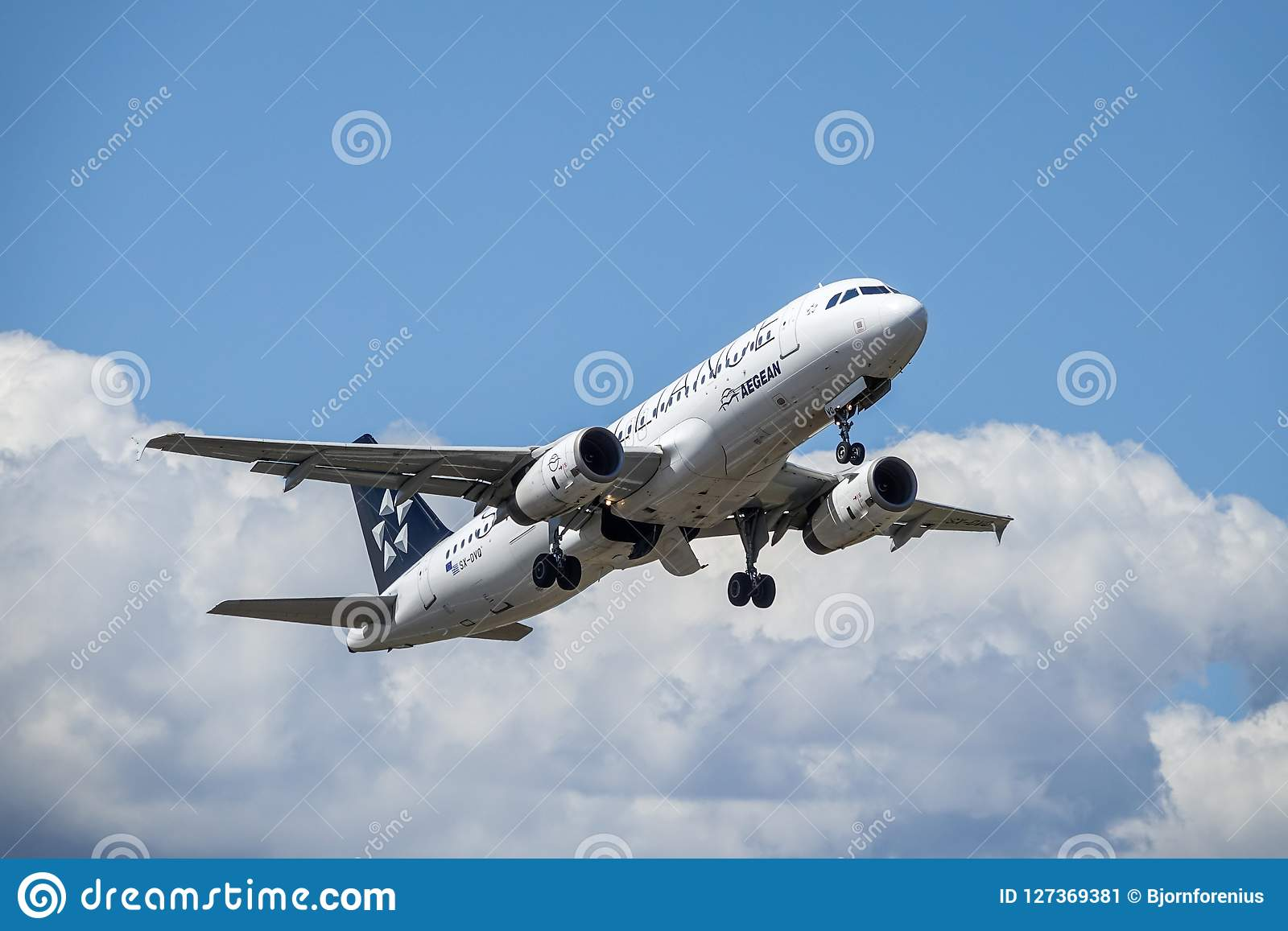 Aegean Airlines, Star Alliance, Airbus A320 - 200 take off