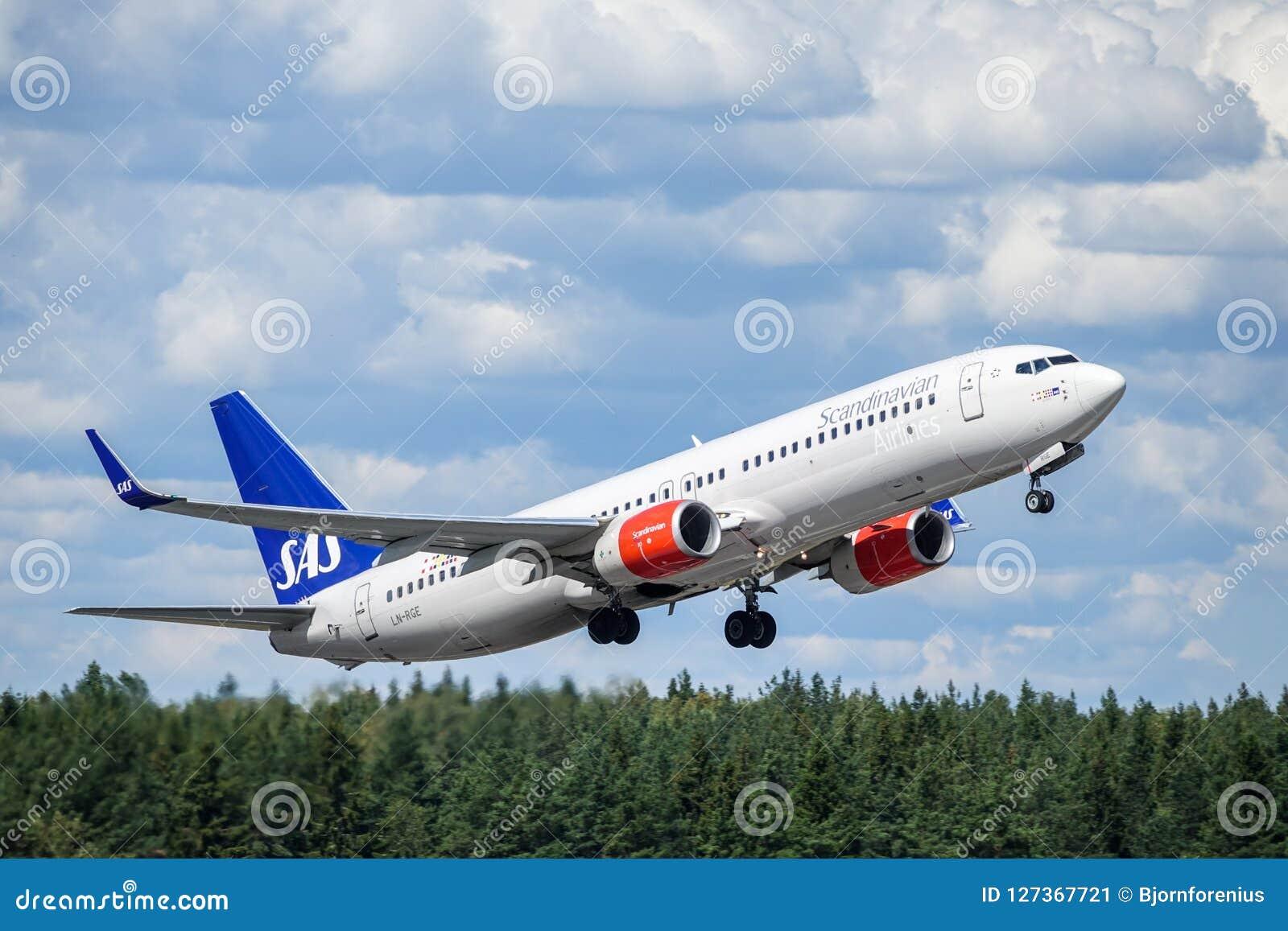 SAS Scandinavian Airlines, Boeing 737 - 800 take off