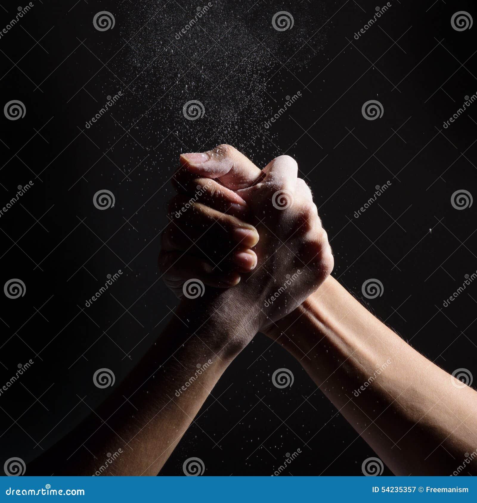 Arm-Wringen von Zwei-mann