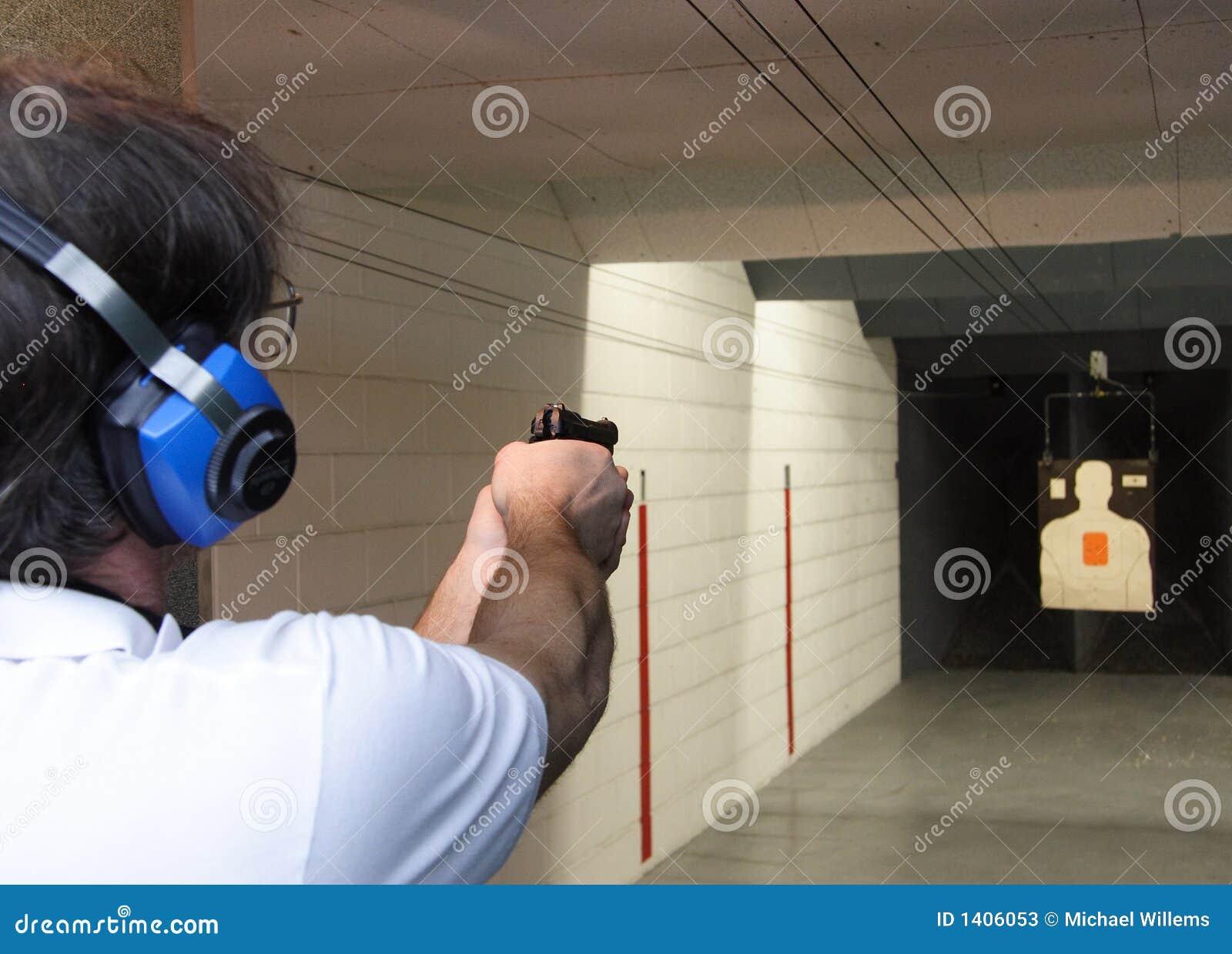 Arma de mano en el rango de shooting