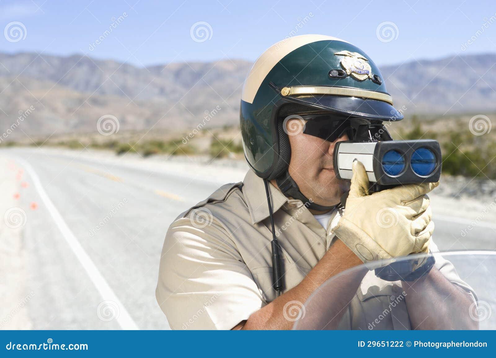 Arma del radar de Monitoring Speed Through del oficial