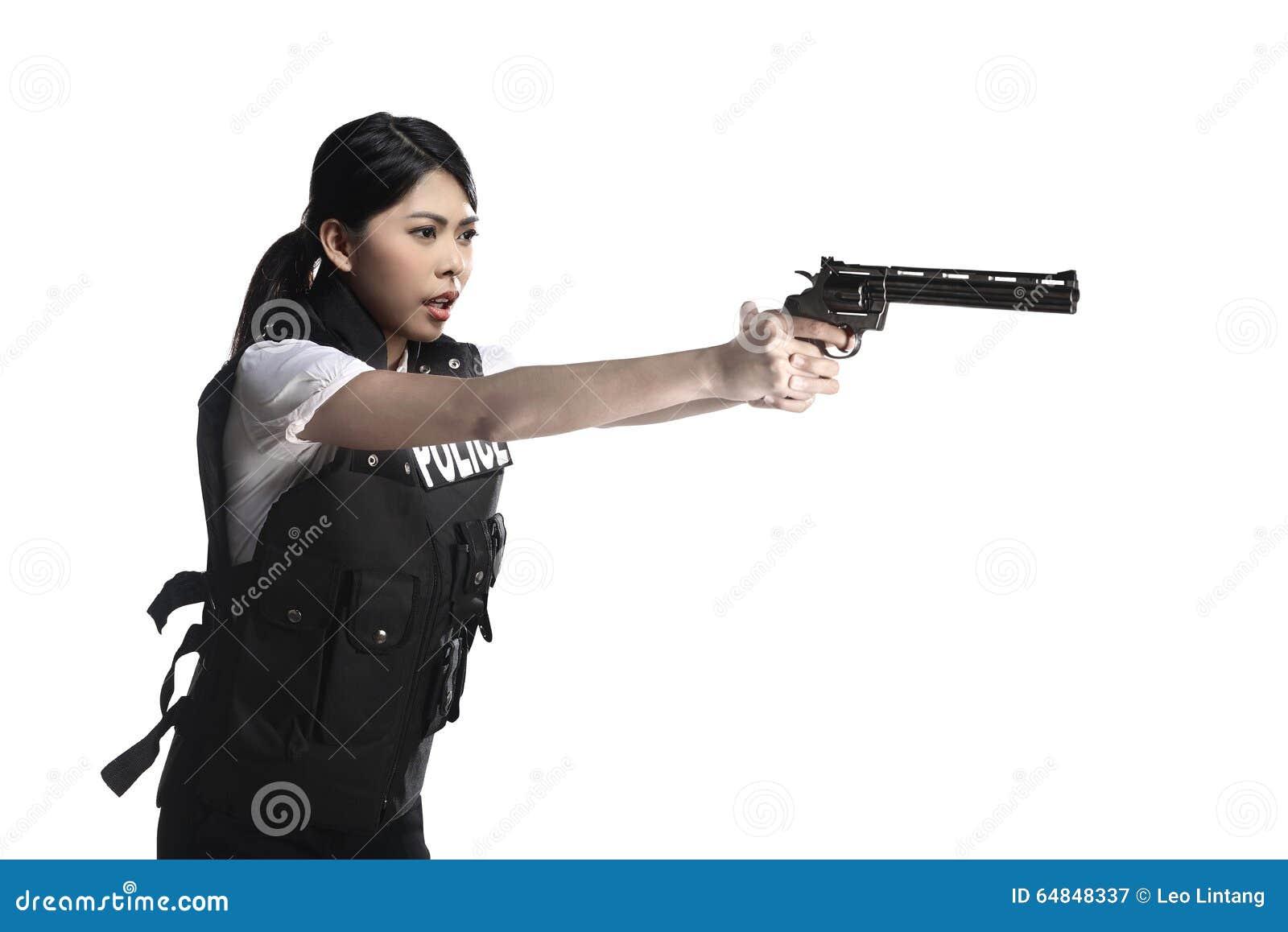 Arma del revólver del control de la mujer de la policía