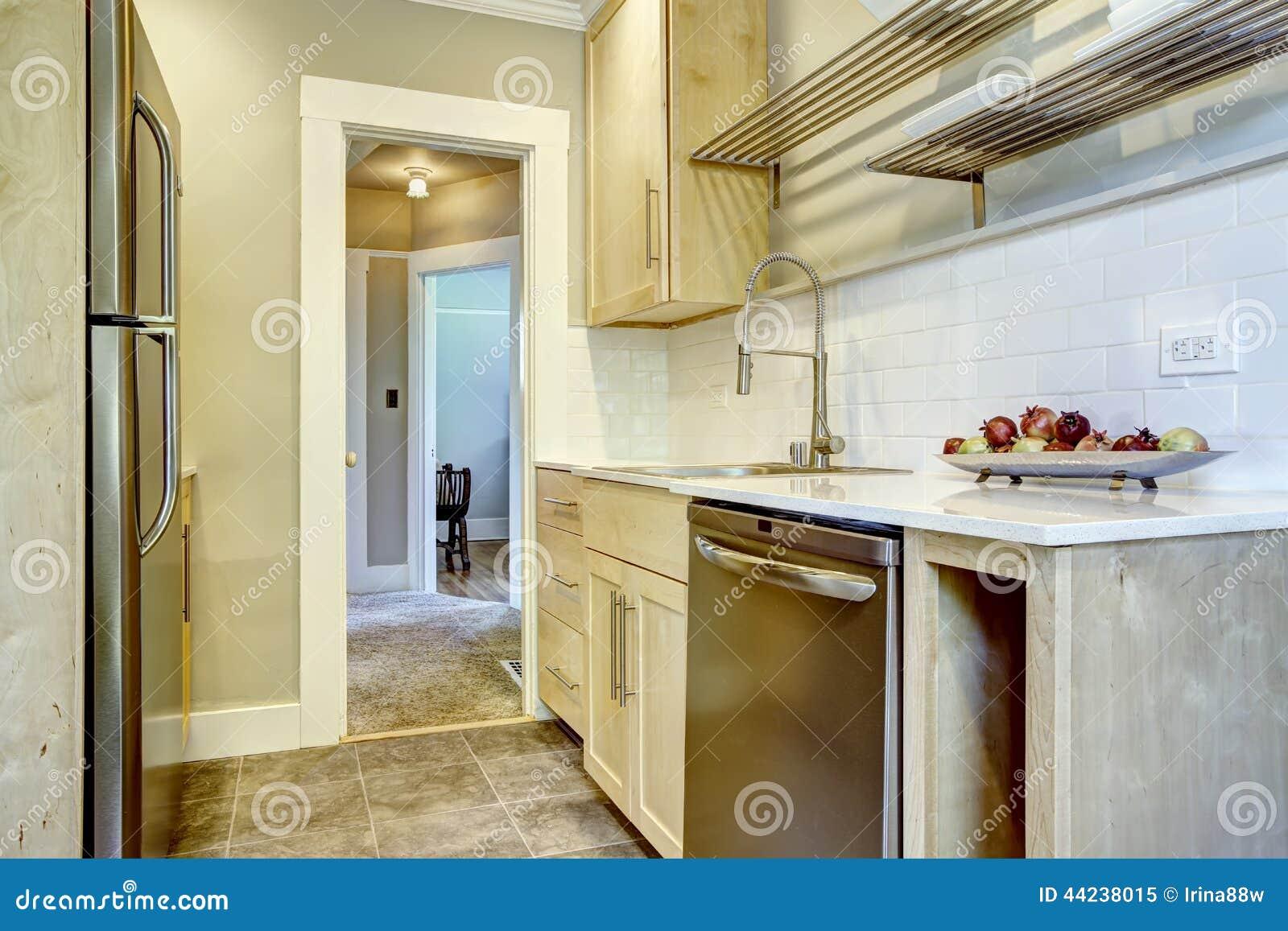 Armadi da cucina con la disposizione della spruzzata della parte posteriore delle mattonelle - Armadi da cucina ...