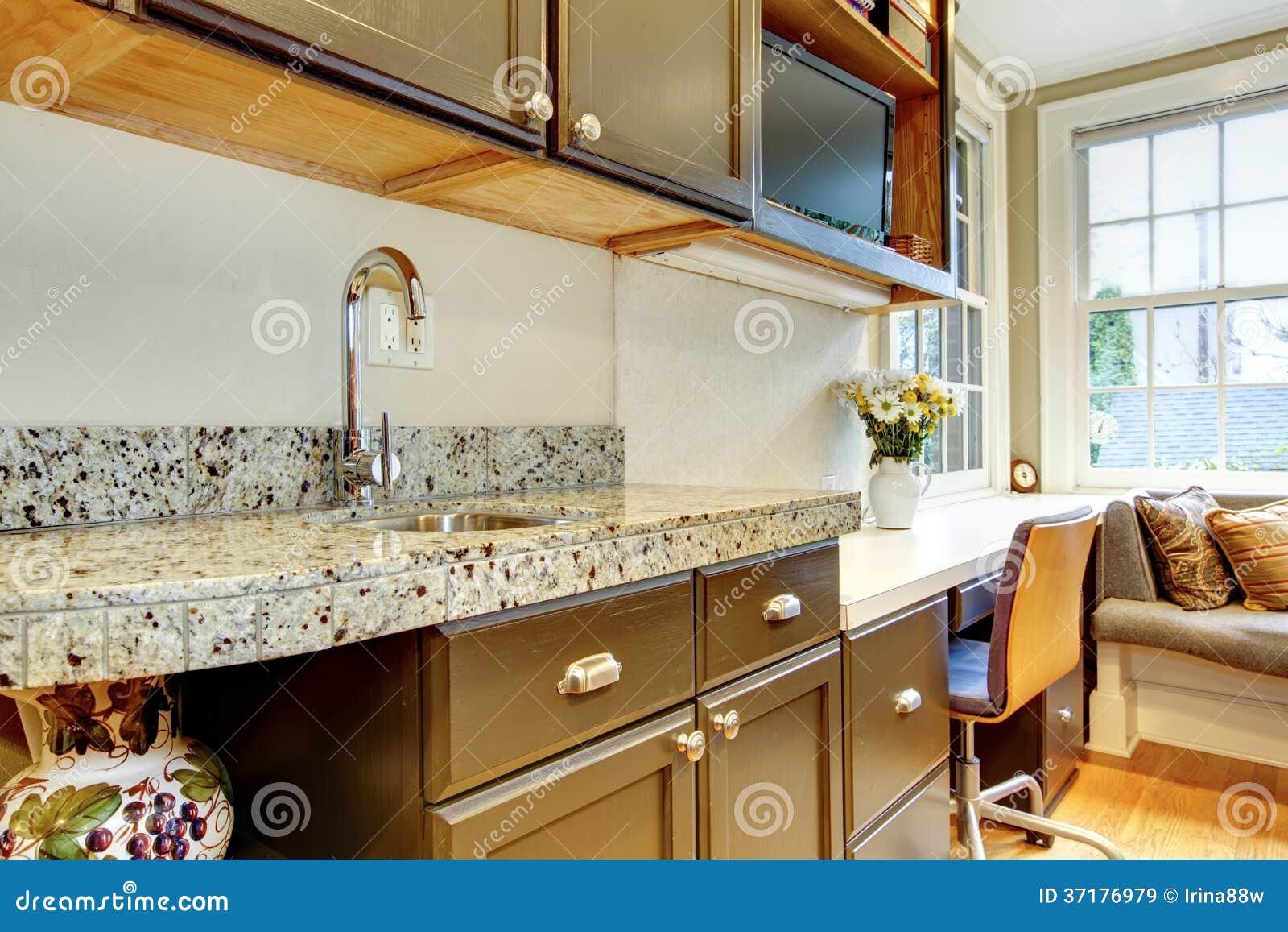 Armadi da cucina neri con ripiano di marmo immagine stock - Armadi da cucina ...