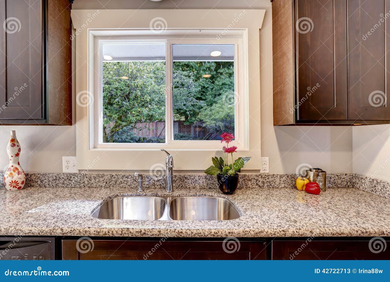 Armario de cocina con la opini n del fregadero y de la - Fregaderos de granito para cocina ...