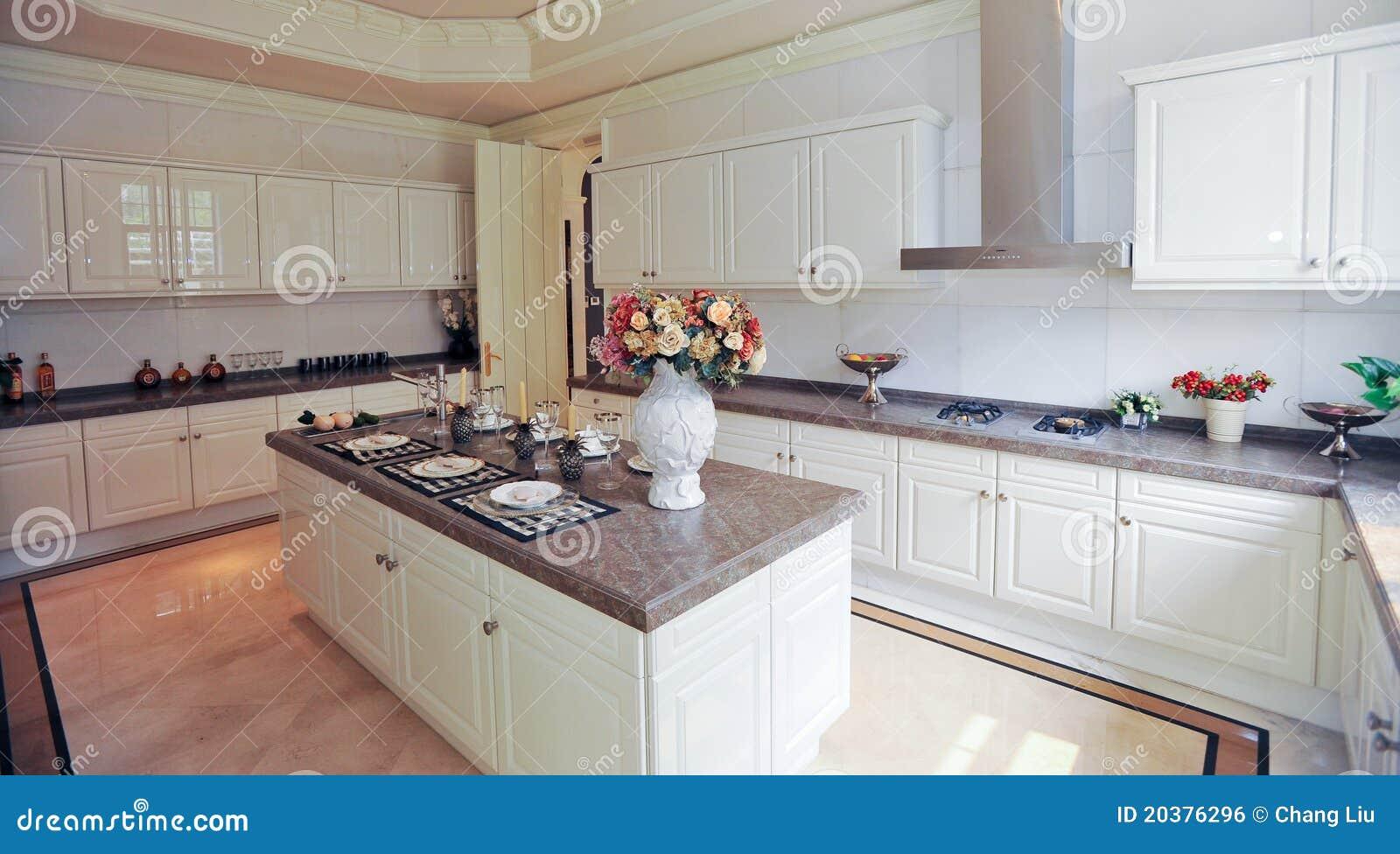 Armario del blanco de la cocina del dise o moderno foto de for Aplicacion diseno cocinas