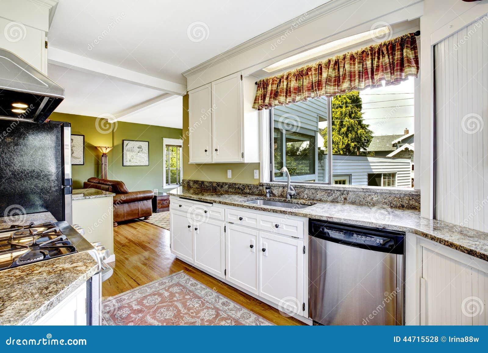 Armarios Cocina Sueltos : Armarios de cocina blancos con los tops del granito foto