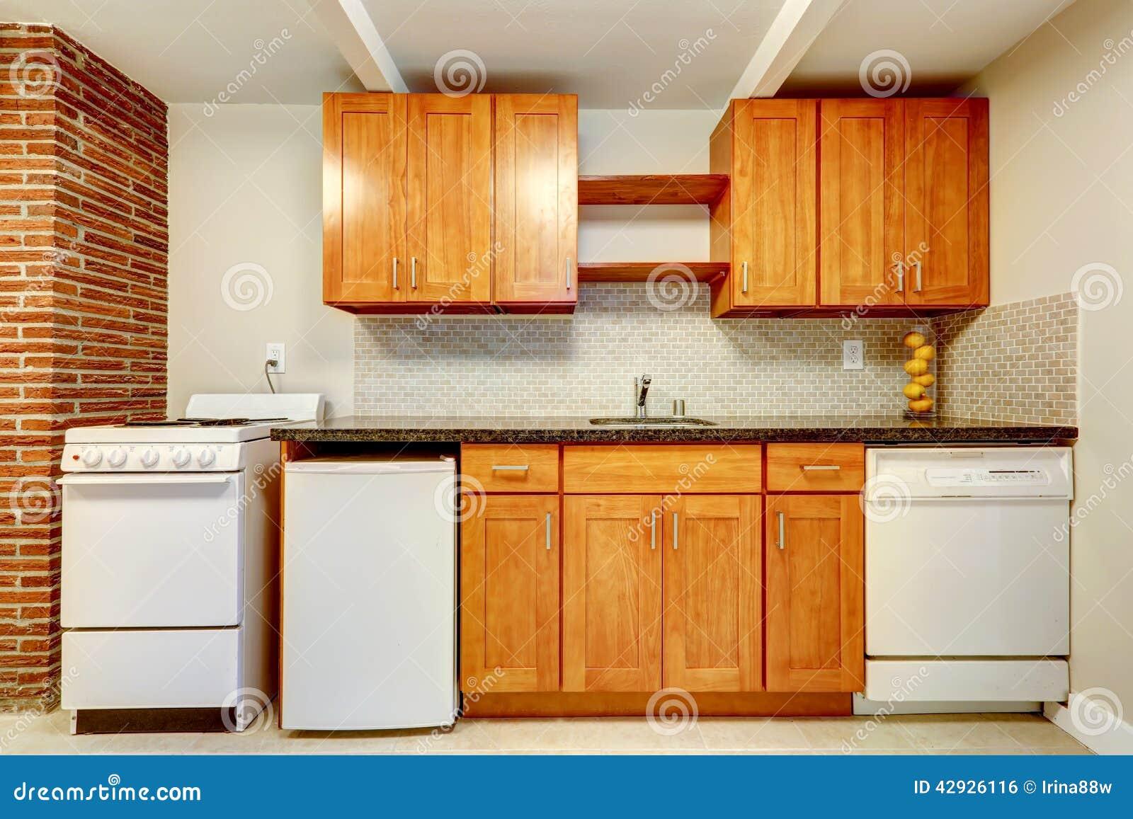 Armarios de cocina con los dispositivos blancos foto de for Armarios de cocina