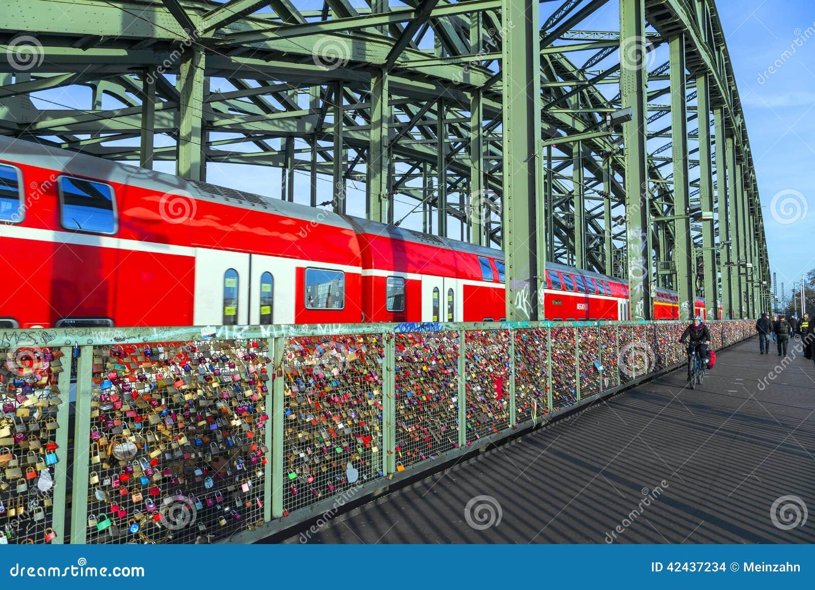 Armarios en el puente de Hohenzollern