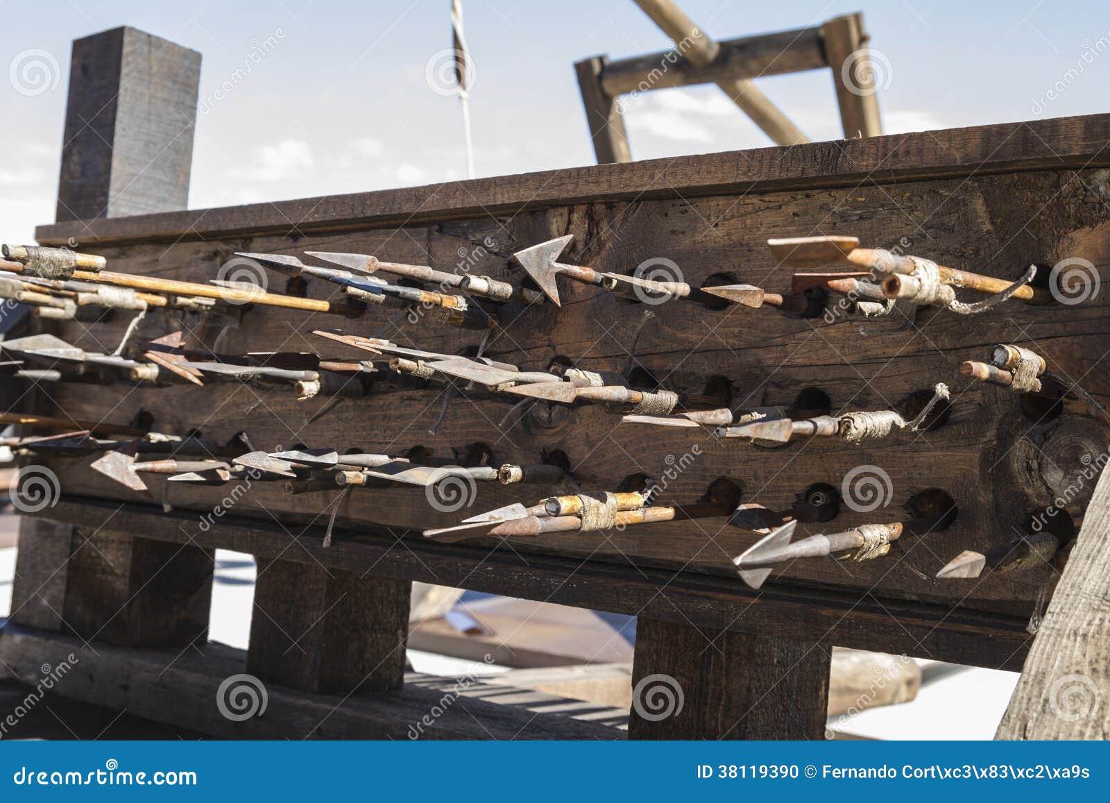 Armas, bestas, onagros, catapultas e massa medievais do cerco