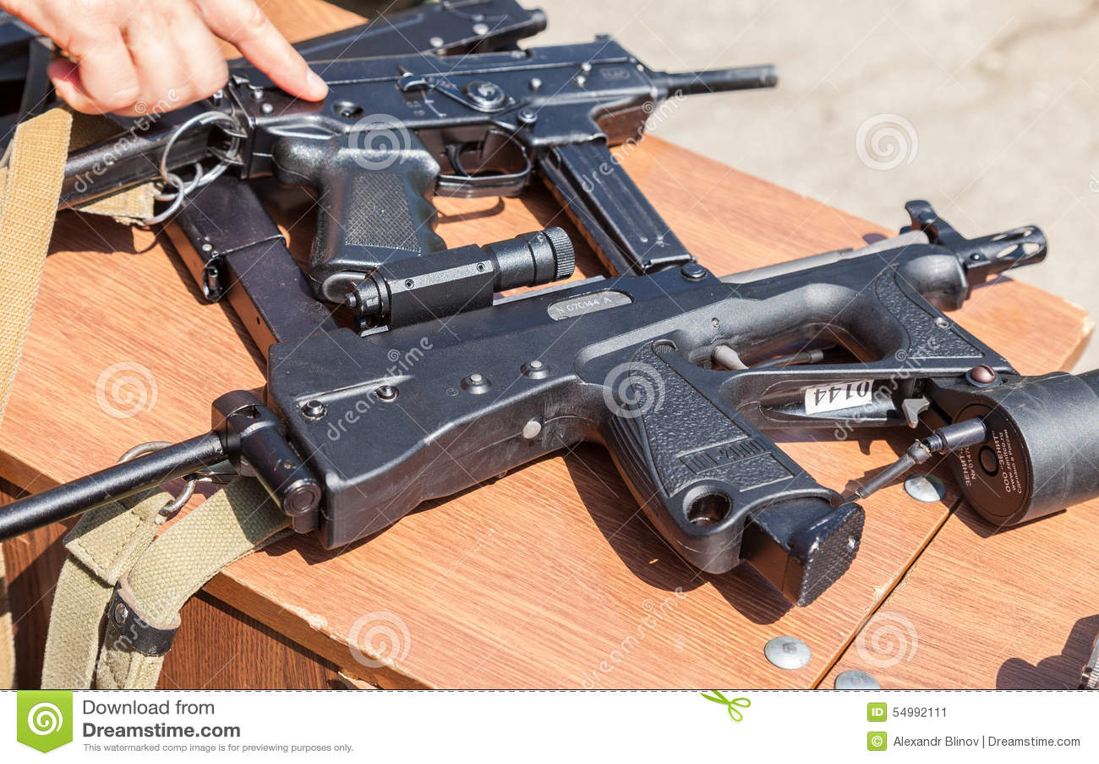 Armas de fuego rusas foto editorial imagen de disparador for Muebles para guardar armas de fuego