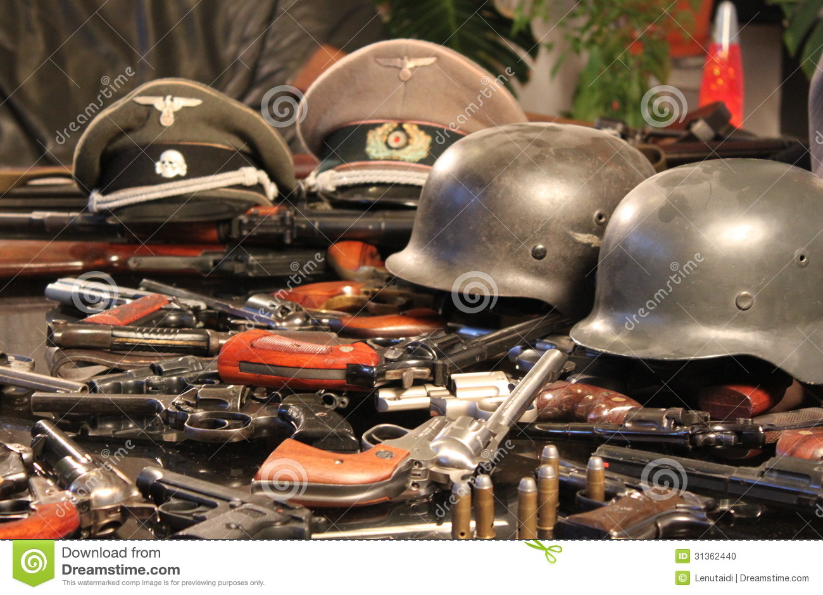 Armas e capacetes da guerra