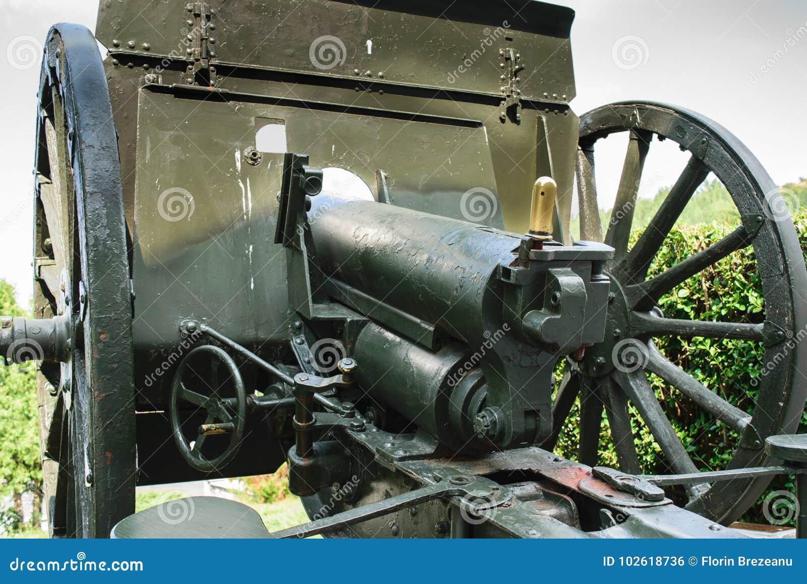 Armas velhas da Primeira Guerra Mundial Canhão do campo de Schneider - de Putilov, calibre de 75mm FF modelo 1902/36 Foi usado pe