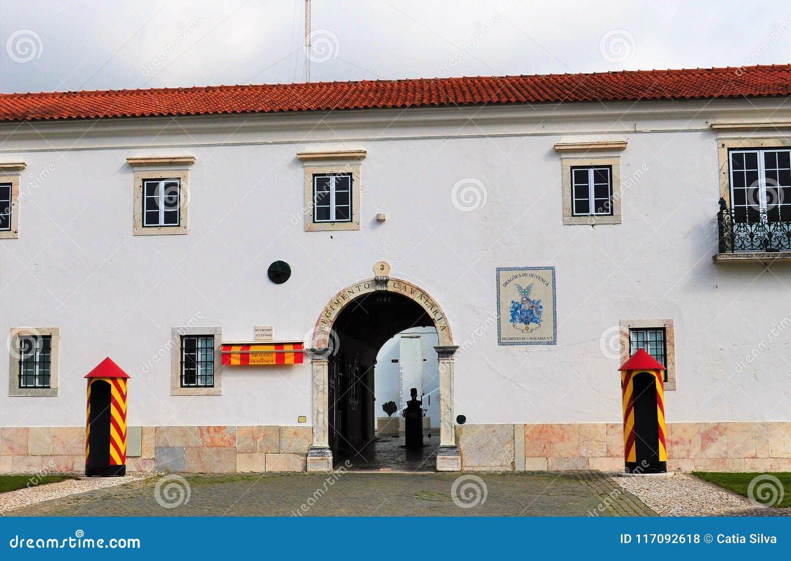 Armatnia brama w kwaterach głównych Żadny pułk kawalerii 3 - Smoki Olivença