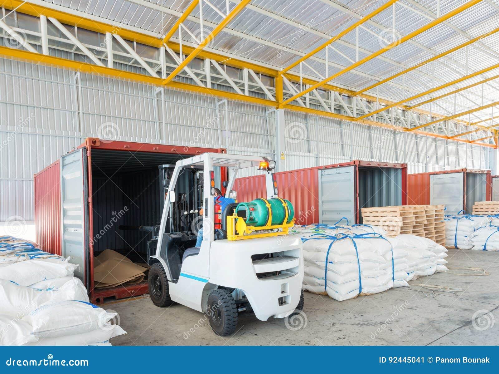 Armazém do transporte da distribuição para o transporte do negócio global