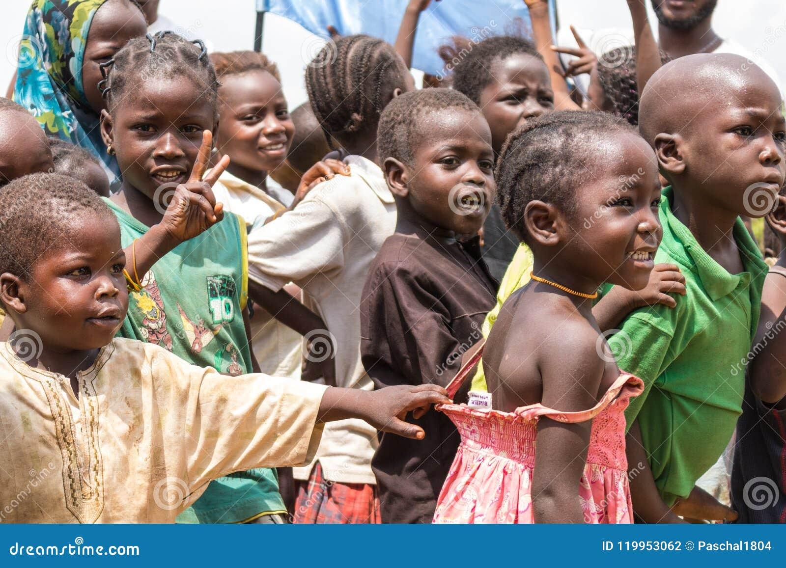 Arme ländliche afrikanische Kinder 2
