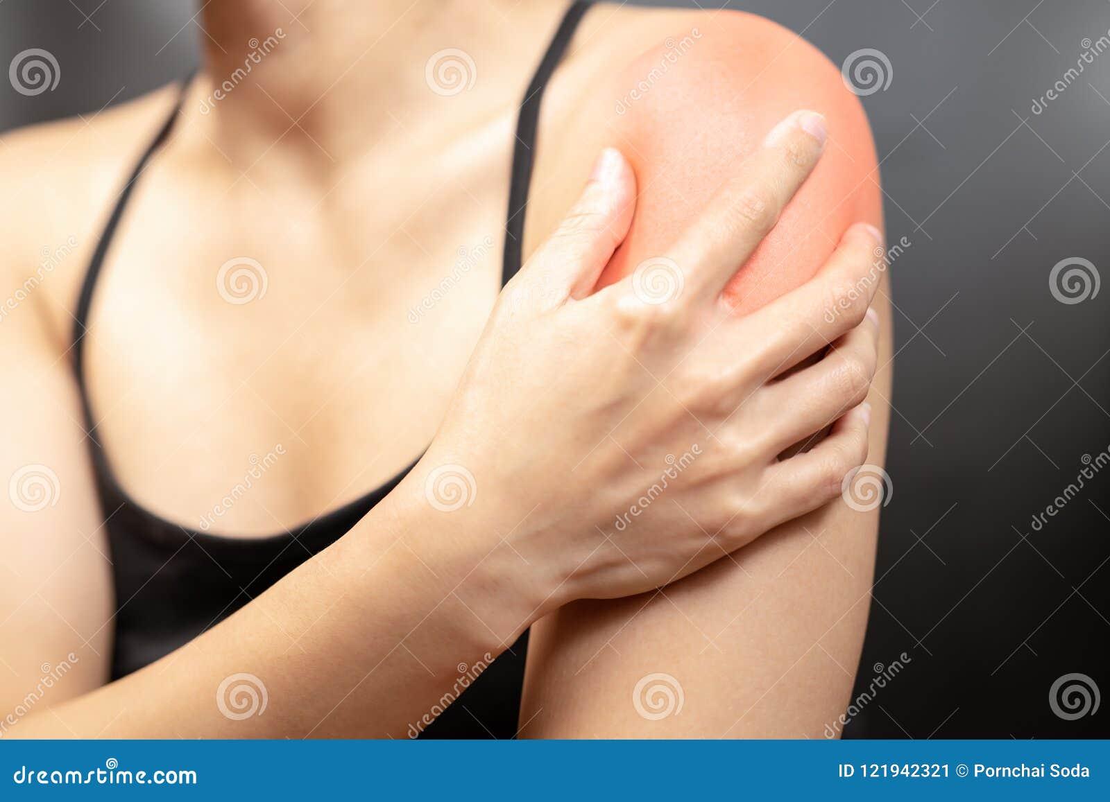 Armen och skuldran för unga kvinnor smärtar skada-, sjukvård- och läkarundersökningbegrepp