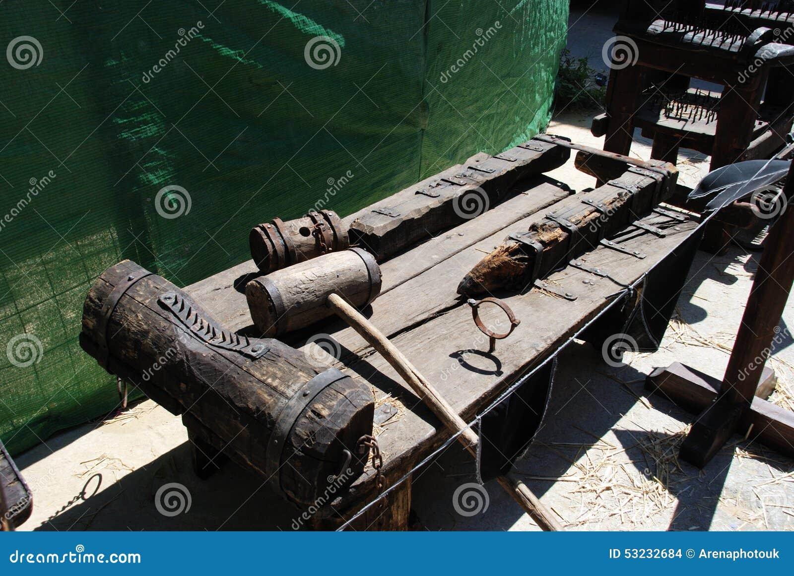 Armoire médiévale de torture