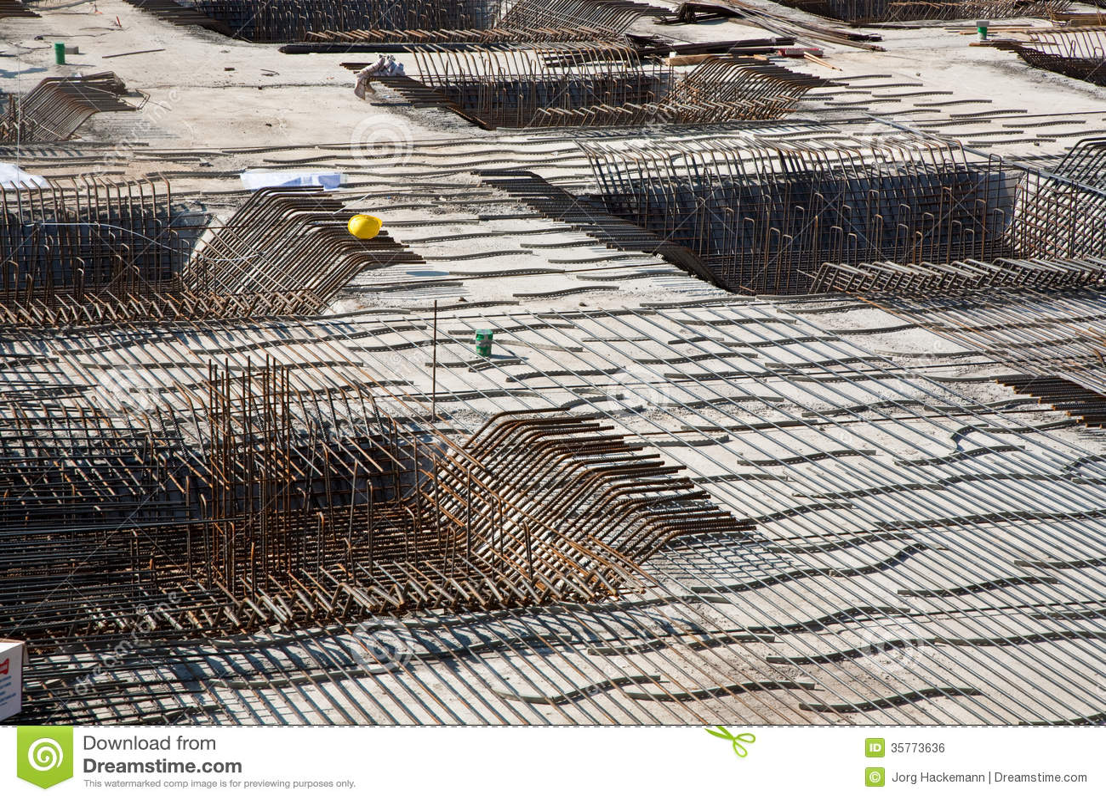 Armoring на строительной площадке для того чтобы стабилизировать fundament