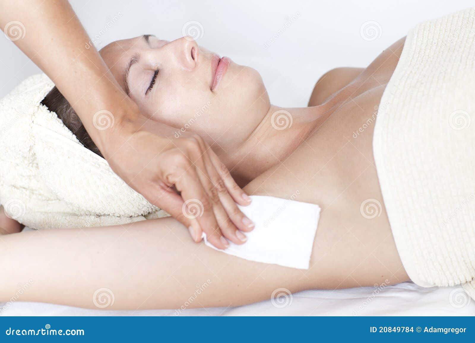https://thumbs.dreamstime.com/z/armpit-depilation-20849784.jpg