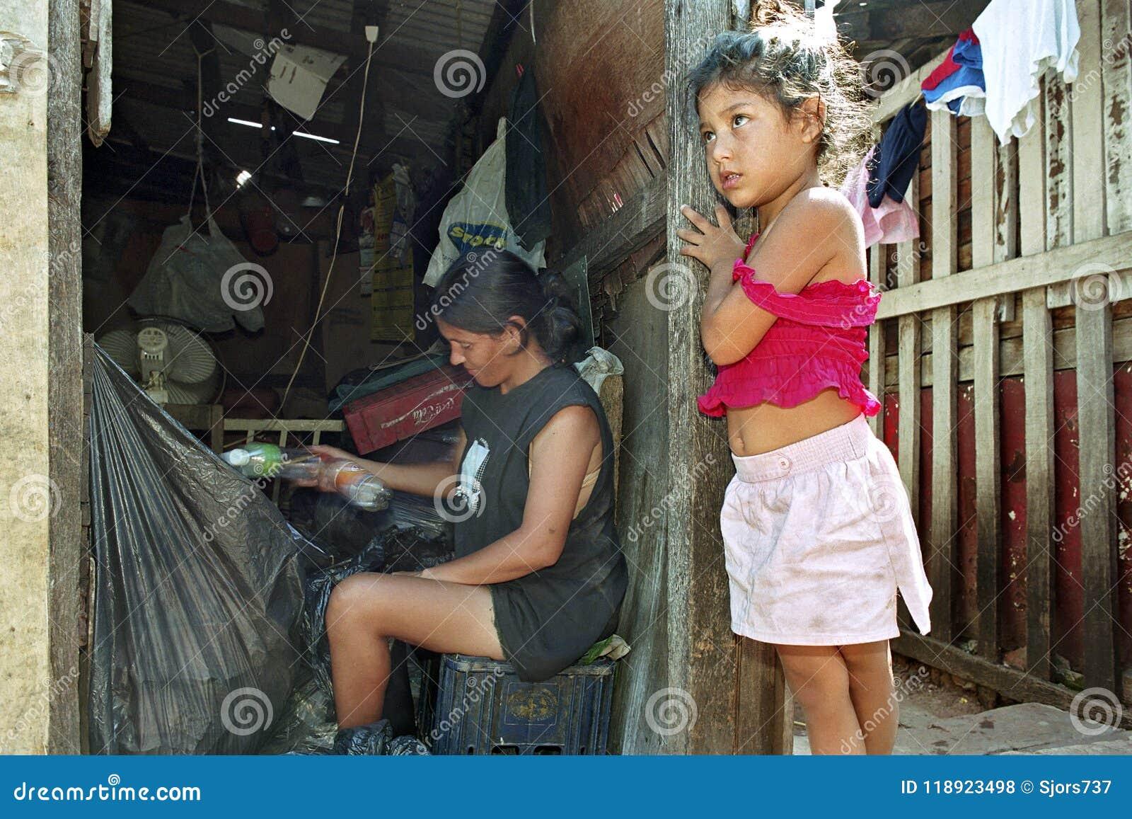 Armut und Wiederverwertung im paraguayischen Elendsviertel