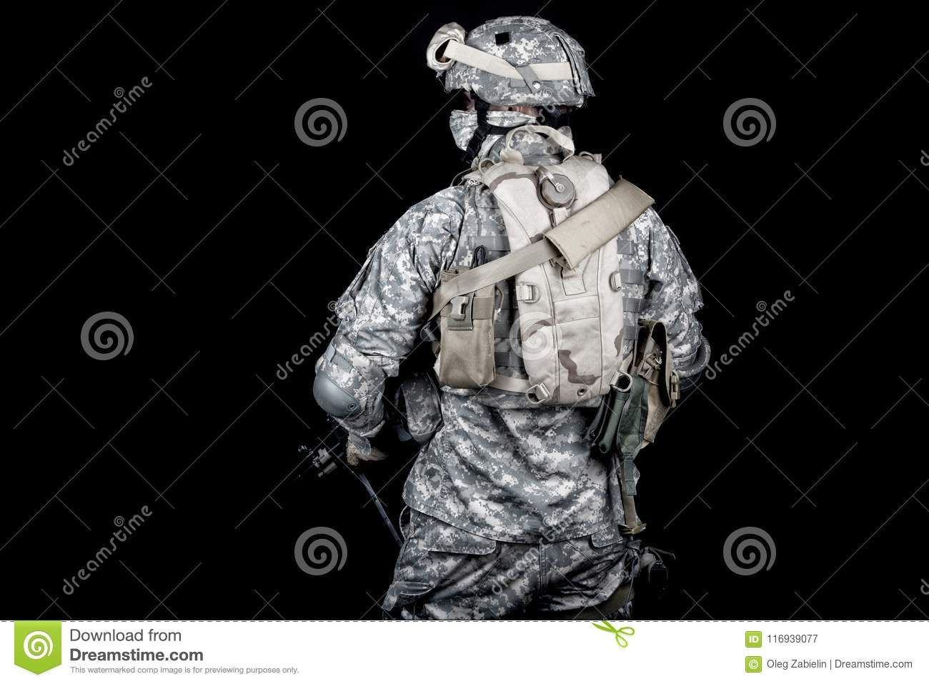 ecb3ebeab97 Army Soldier Equipped For Mission In Desert Area Stock Image - Image ...