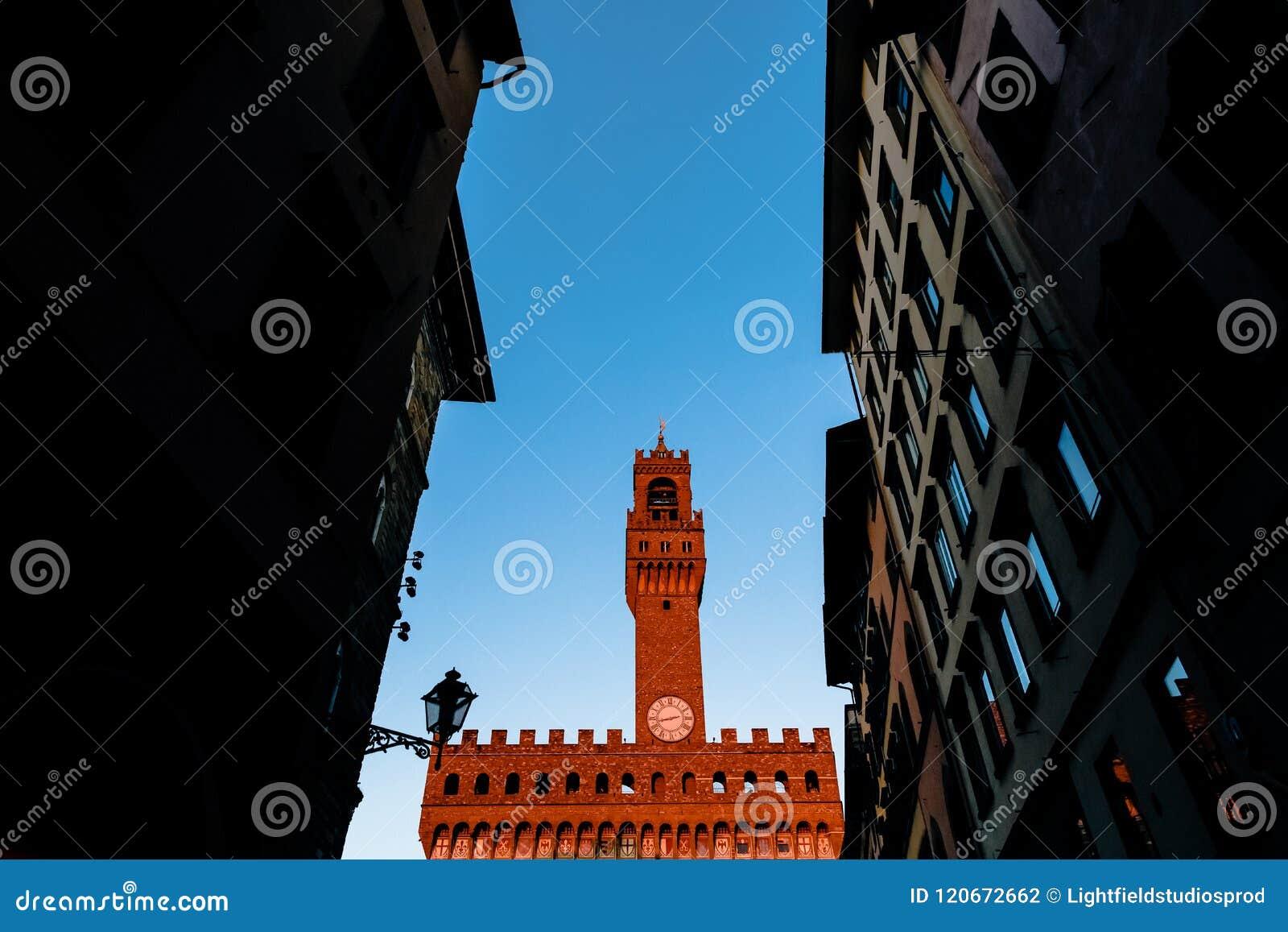Arnolfo torn, Palazzo della Signoria och Palazzo Vecchio