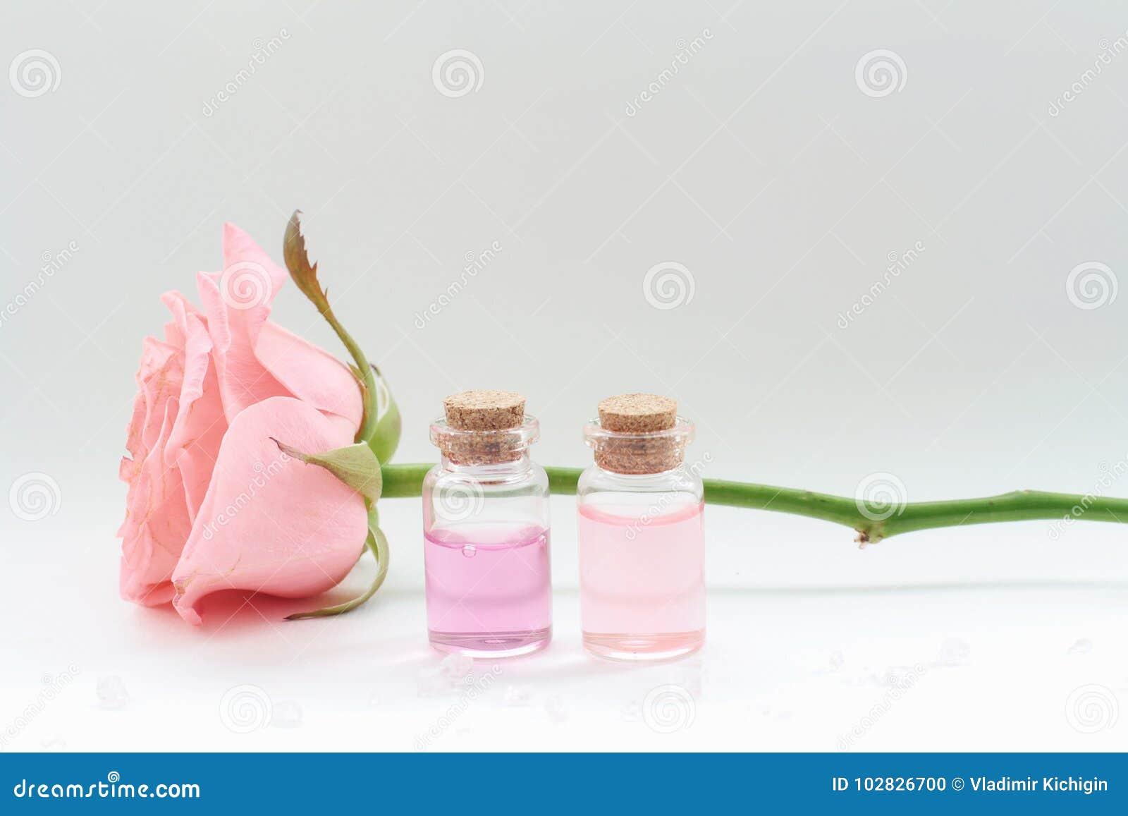 Aromatherapy Kleine glasflessen met kosmetische oliën Het zout van het bad