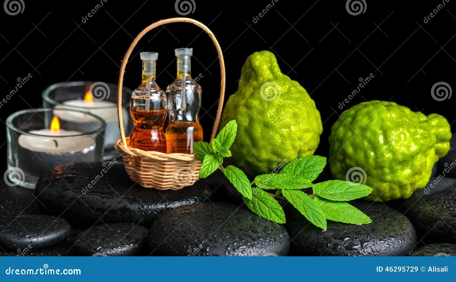 Aromatyczny zdroju pojęcie bergamotowe owoc, świeża mennica, świeczki