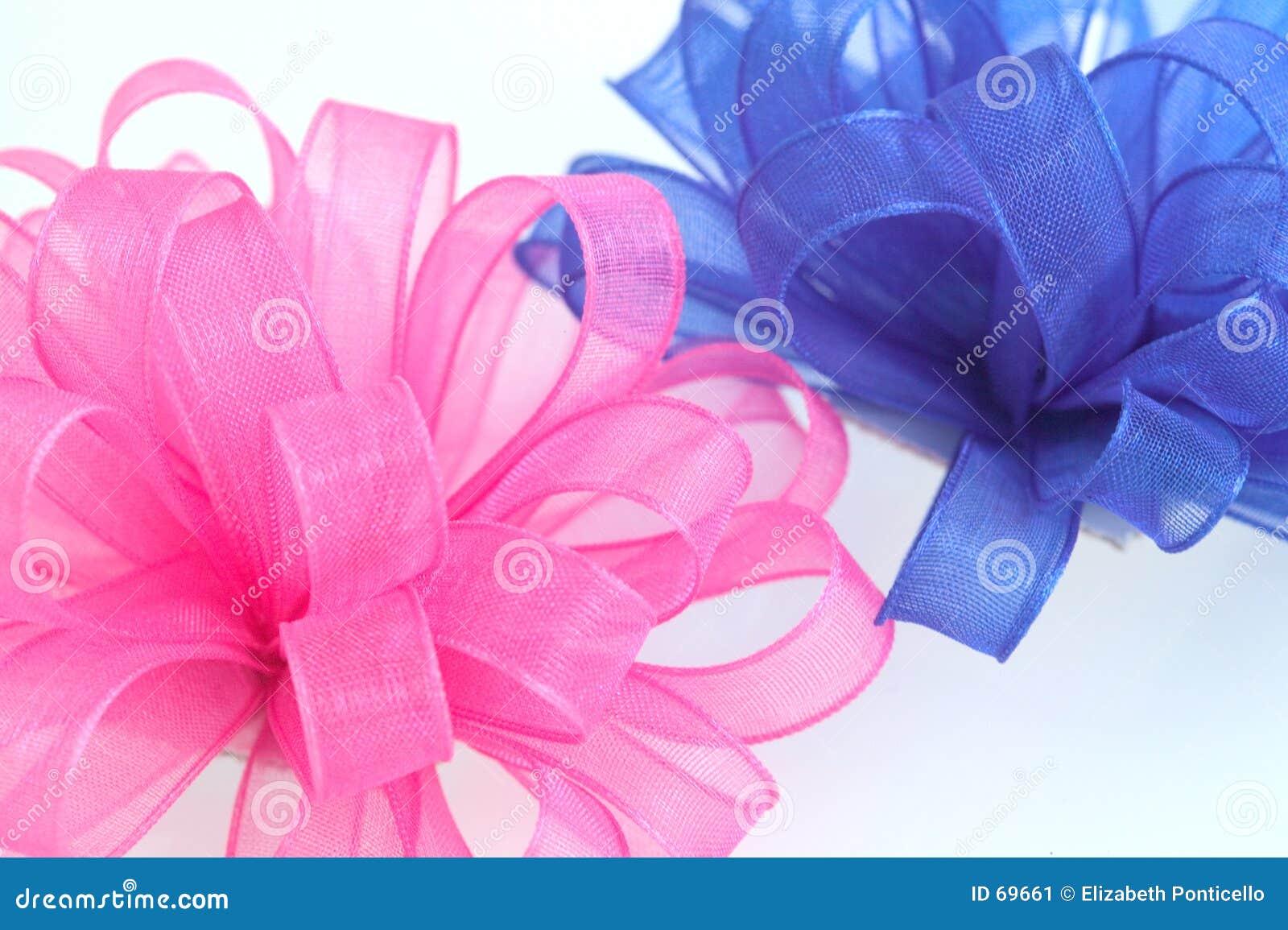 Arqueamientos del color de rosa y del azul