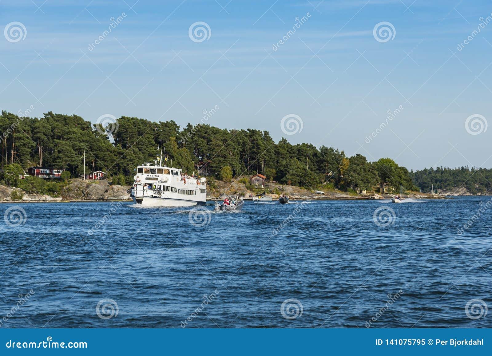 Arquipélago Dalarö de Éstocolmo do tráfego de mar