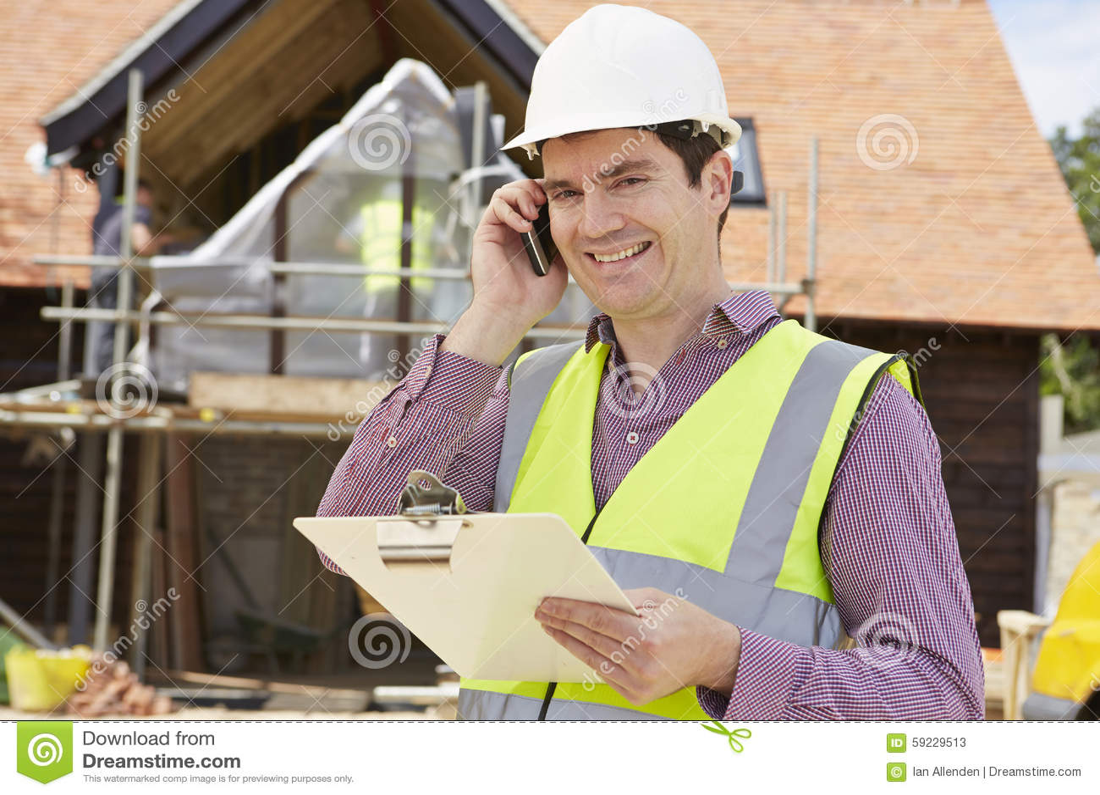 Download Arquitecto On Building Site Que Usa El Teléfono Móvil Imagen de archivo - Imagen de constructor, hombre: 59229513