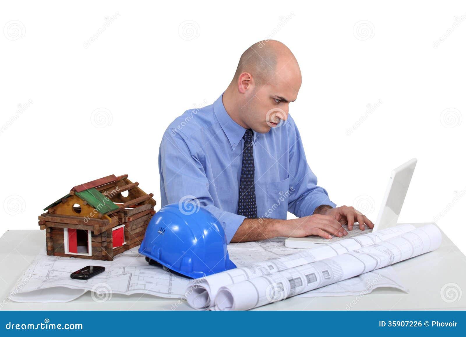 Arquitecto sentado en el escritorio imagen de archivo for Escritorio arquitecto