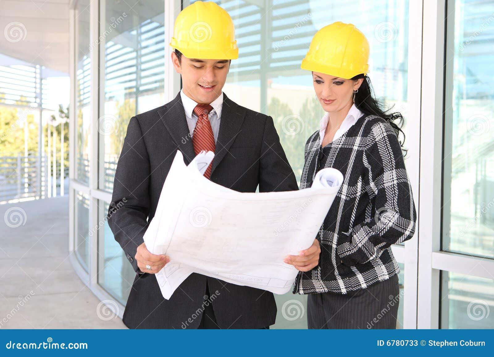 Arquitectos del hombre y de la mujer en emplazamiento de for Trabajo de arquitecto