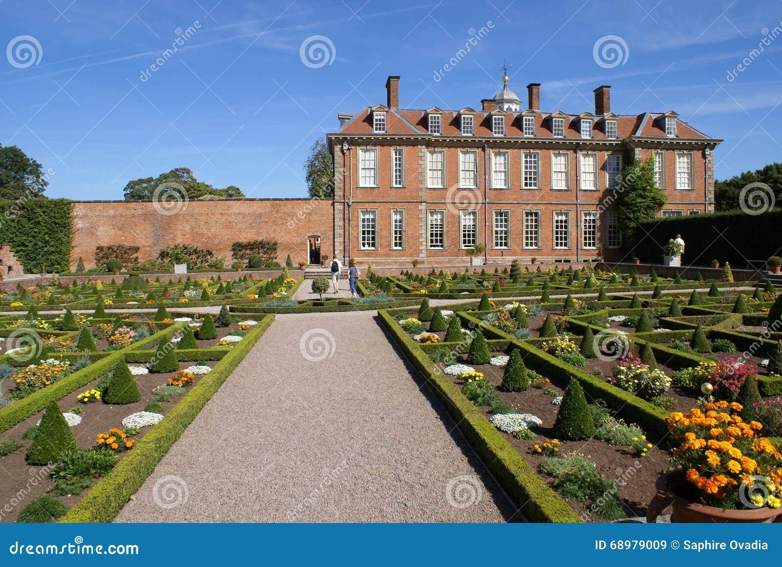 Arquitectura clásica y jardín