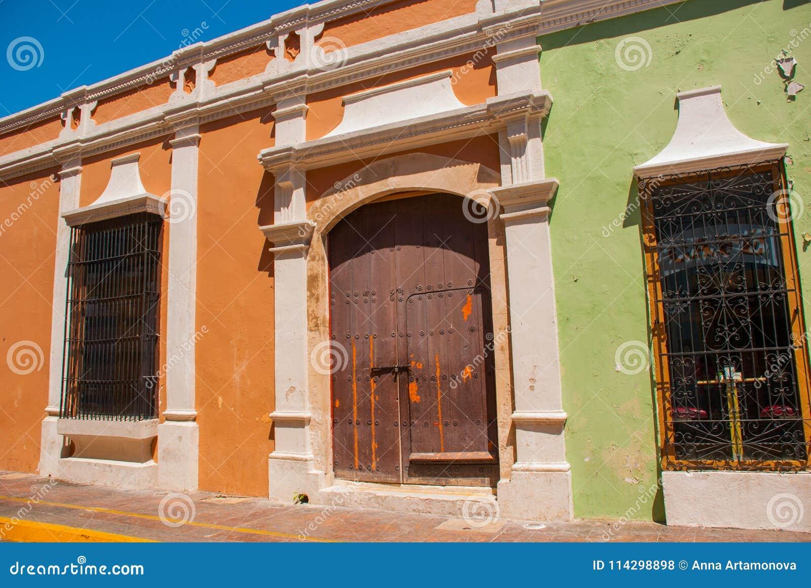 Arquitectura Colonial En San Francisco De Campeche México Calle Con