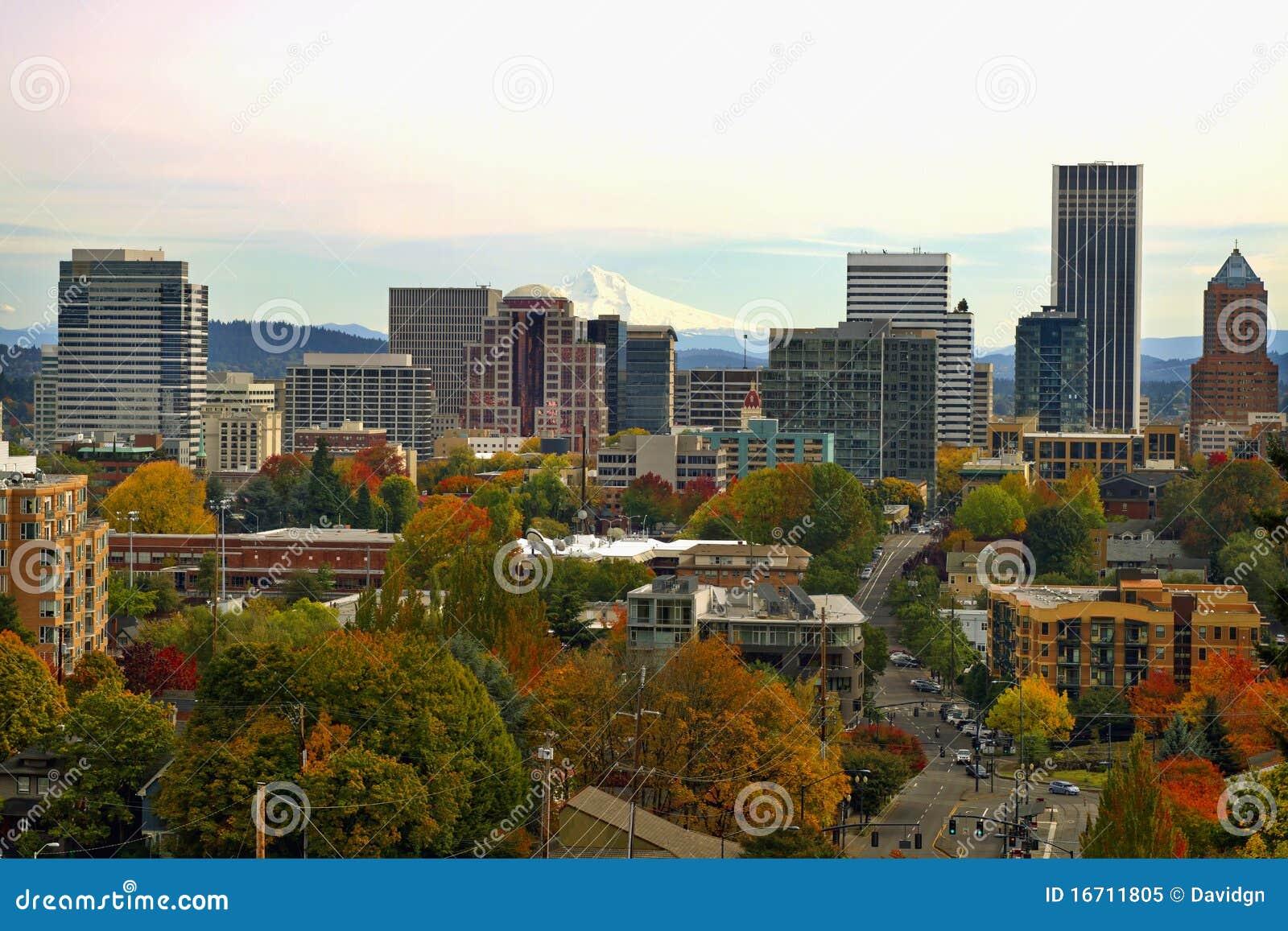 Arquitectura da cidade da baixa de Portland na queda