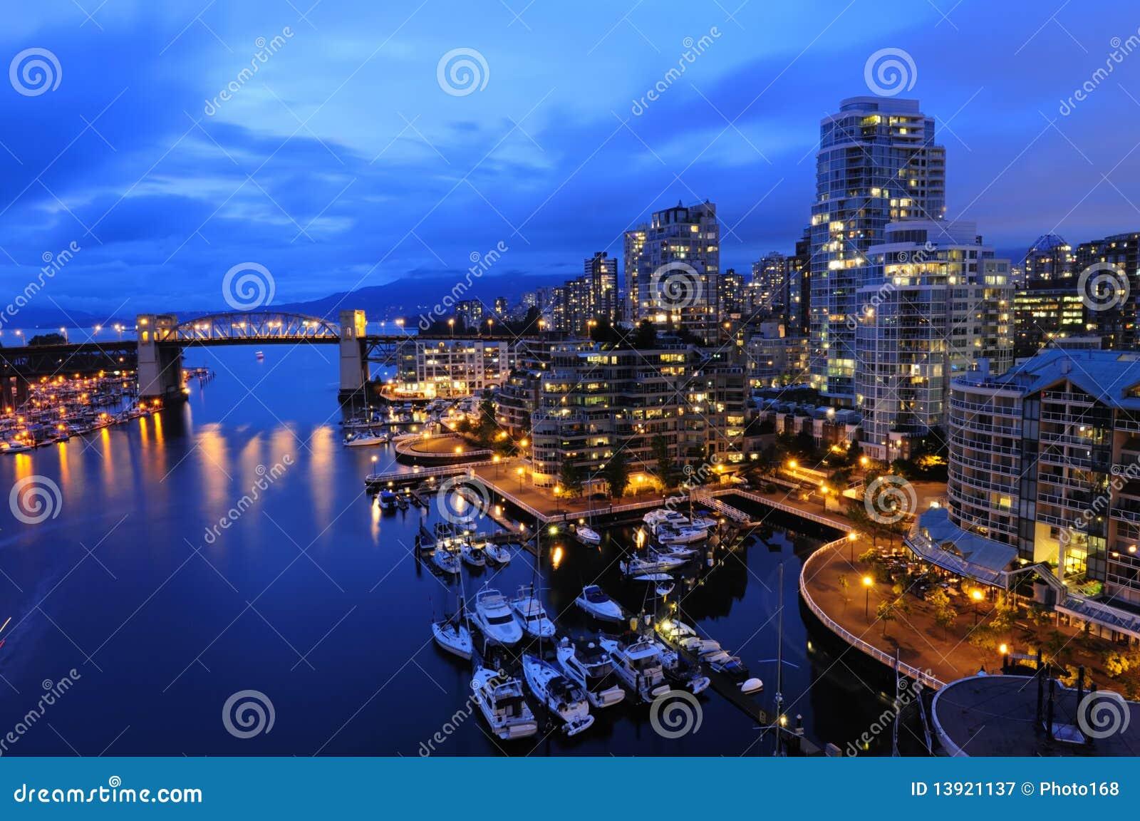 Arquitectura da cidade de Vancôver na noite