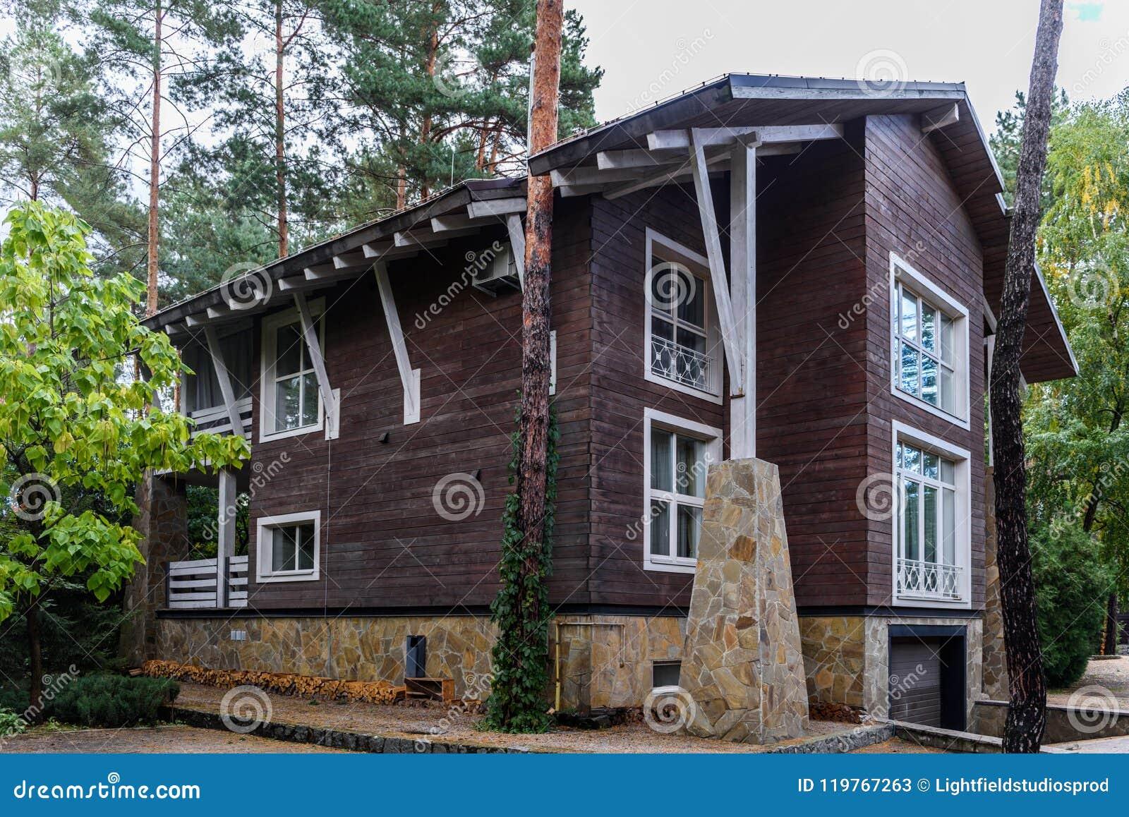 Arquitectura de la casa de campo moderna y del verde for Casa de campo arquitectura