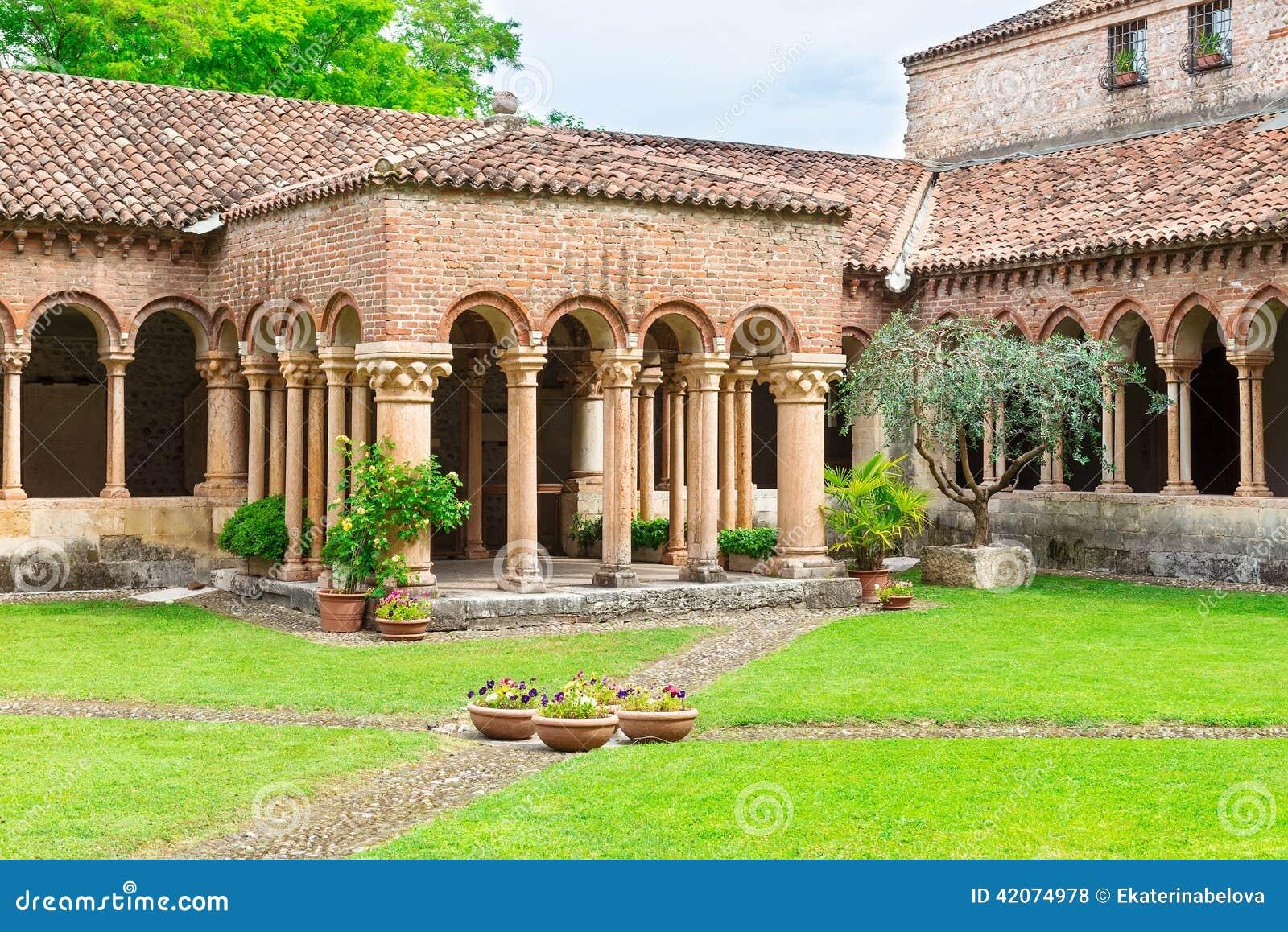 Arquitectura de la iglesia San Zeno en Verona