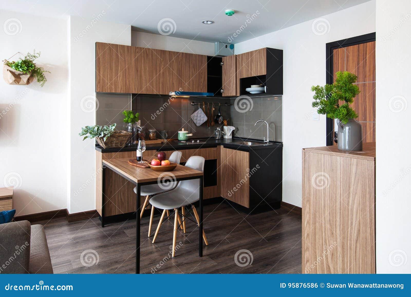 Arquitectura Del Diseño Interior De La Cocina Con La Mesa De ...