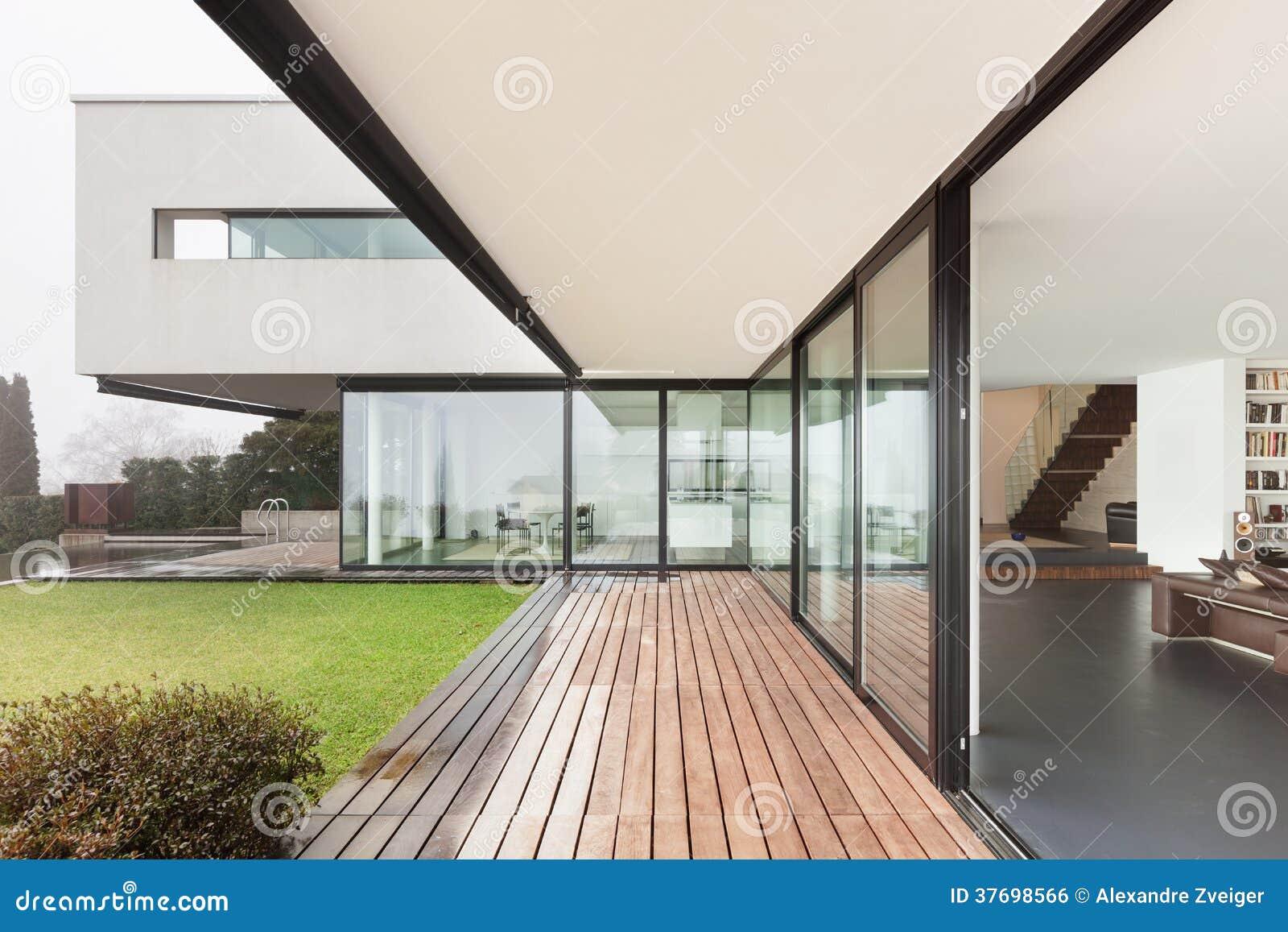 Arquitectura, interior hermoso de un chalet moderno