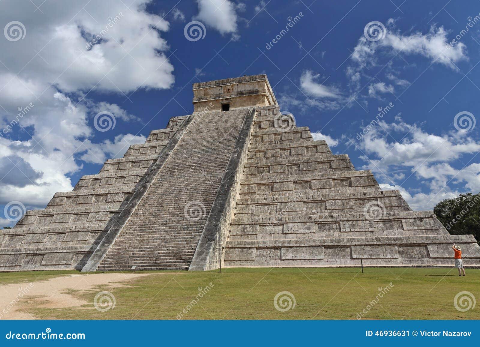Arquitectura maya de la gente templo de kukulkan en for Arquitectura en maya
