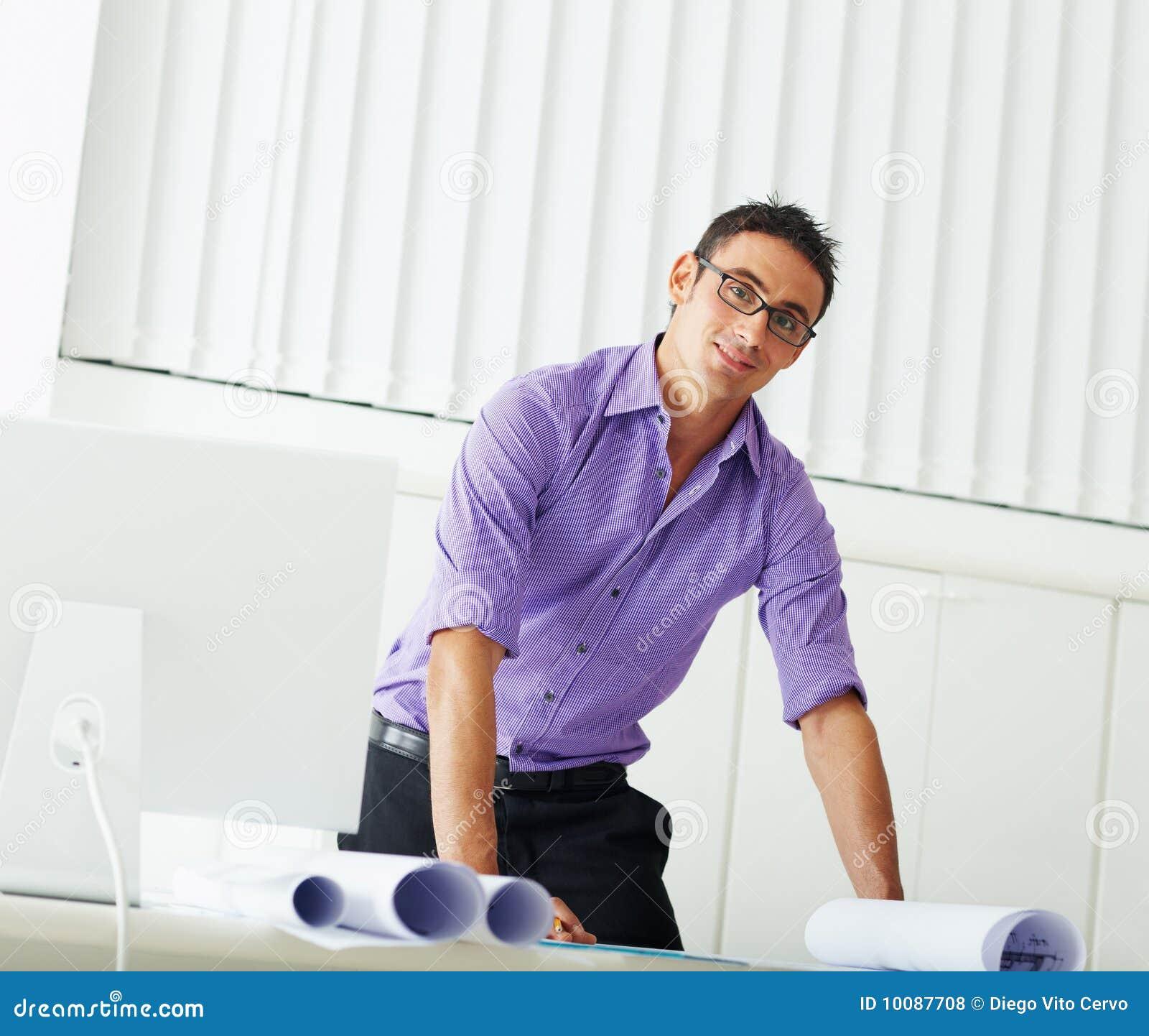 Arquiteto masculino