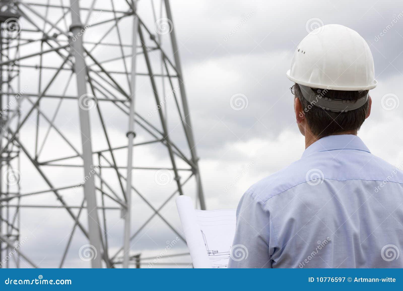 Arquiteto no lado da construção