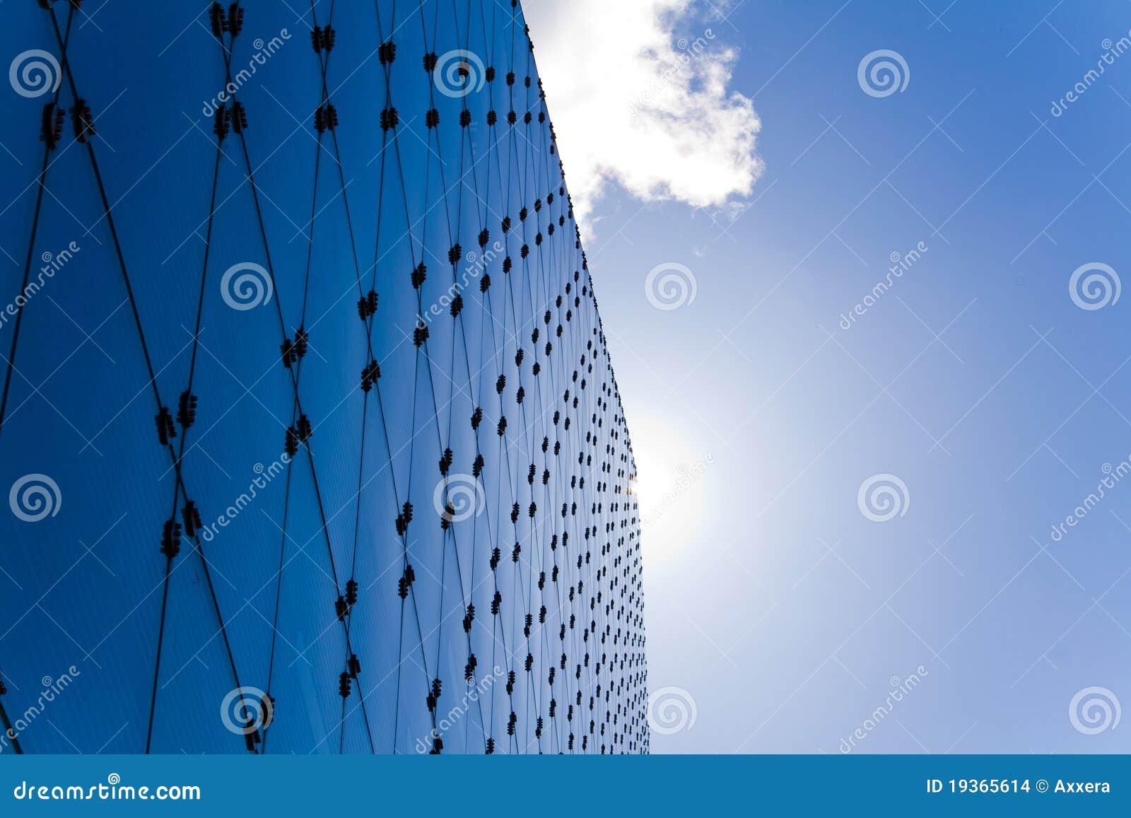 Arquitetura azul fresca do vidro e do aço